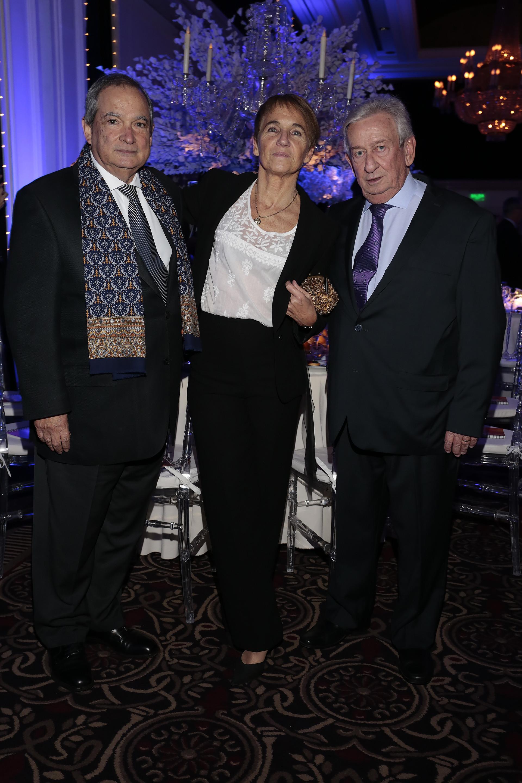 El ex ministro de Salud, Jorge Lemus, junto a José Lanes, actual asesor médico del Hospital Fernández y ex director de ese nosocomio