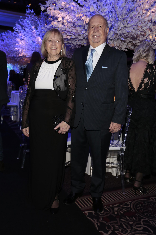 Jorge de Lujan Gutiérrez, Consejero General Editorial Atlántida – director de Revista Gente, y su mujer