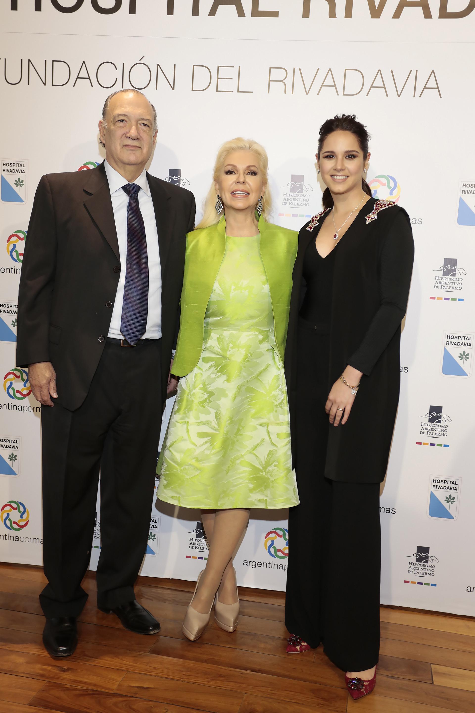 Eduardo Fernández Rostello y Diana Chugri junto a Natalí Márquez, quien presentó la nueva colección de Brezza