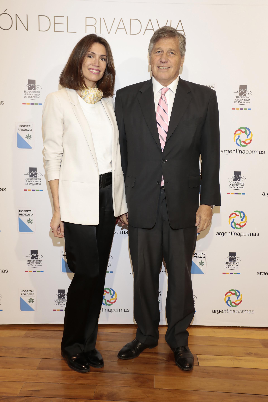 Verónica Quintana, jefa de prensa del Hipódromo de Palermo, junto al presidente de la Comisión de Carreras, Antonio Bullrich