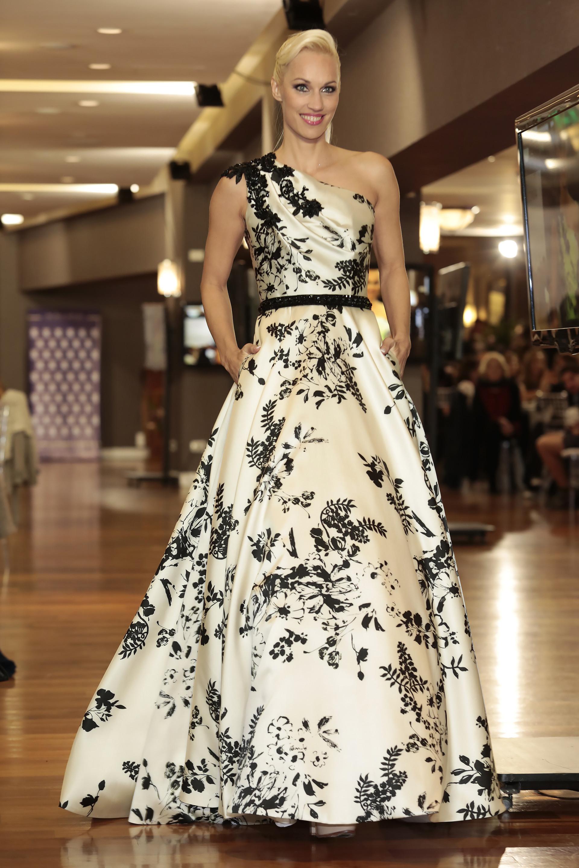 Ingrid Grudke lució un fabuloso vestido de la colección de Claudio Cosano