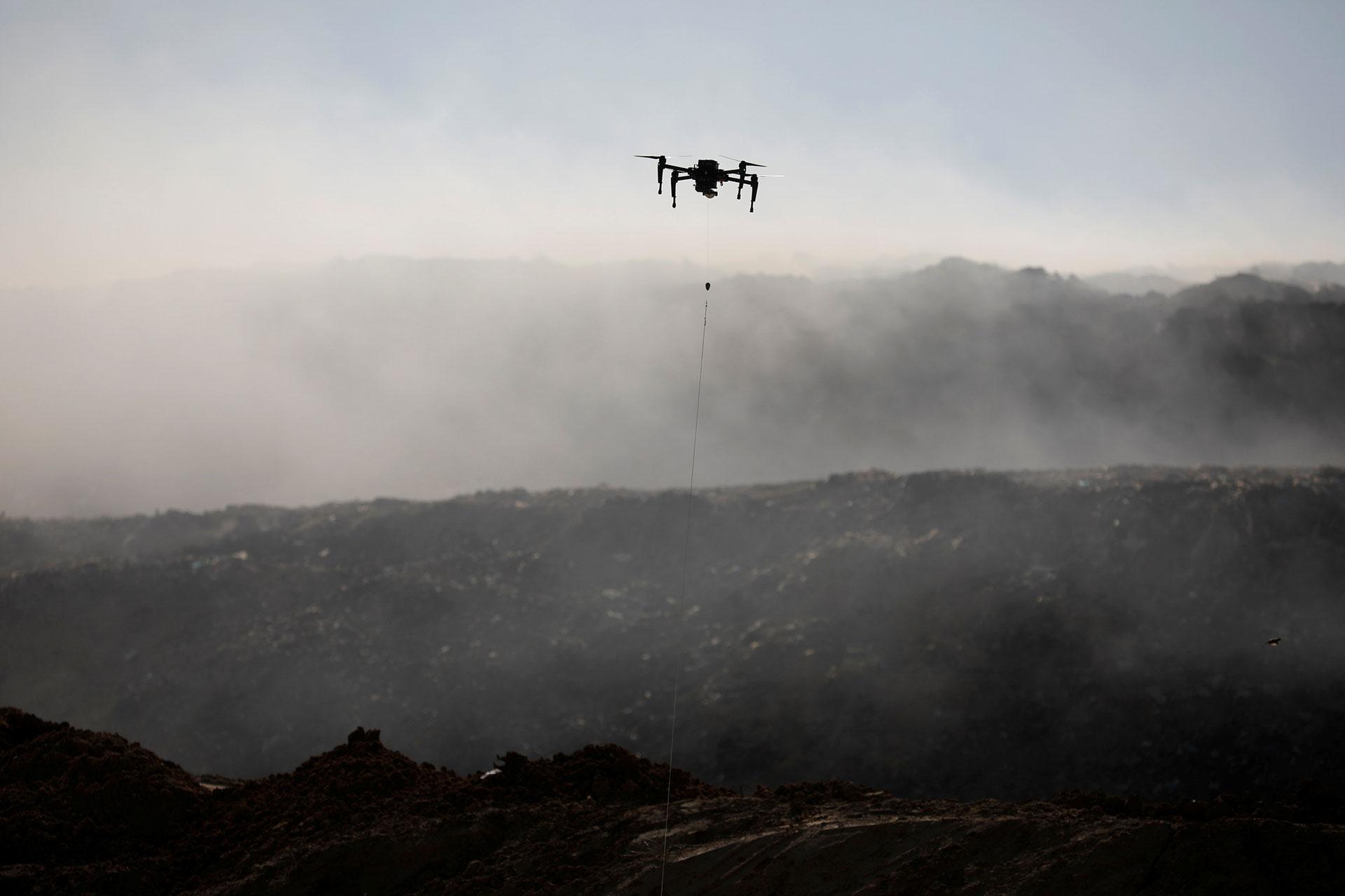 Los israelíes están usando drones para intentar interceptar las cometas (Reuters)