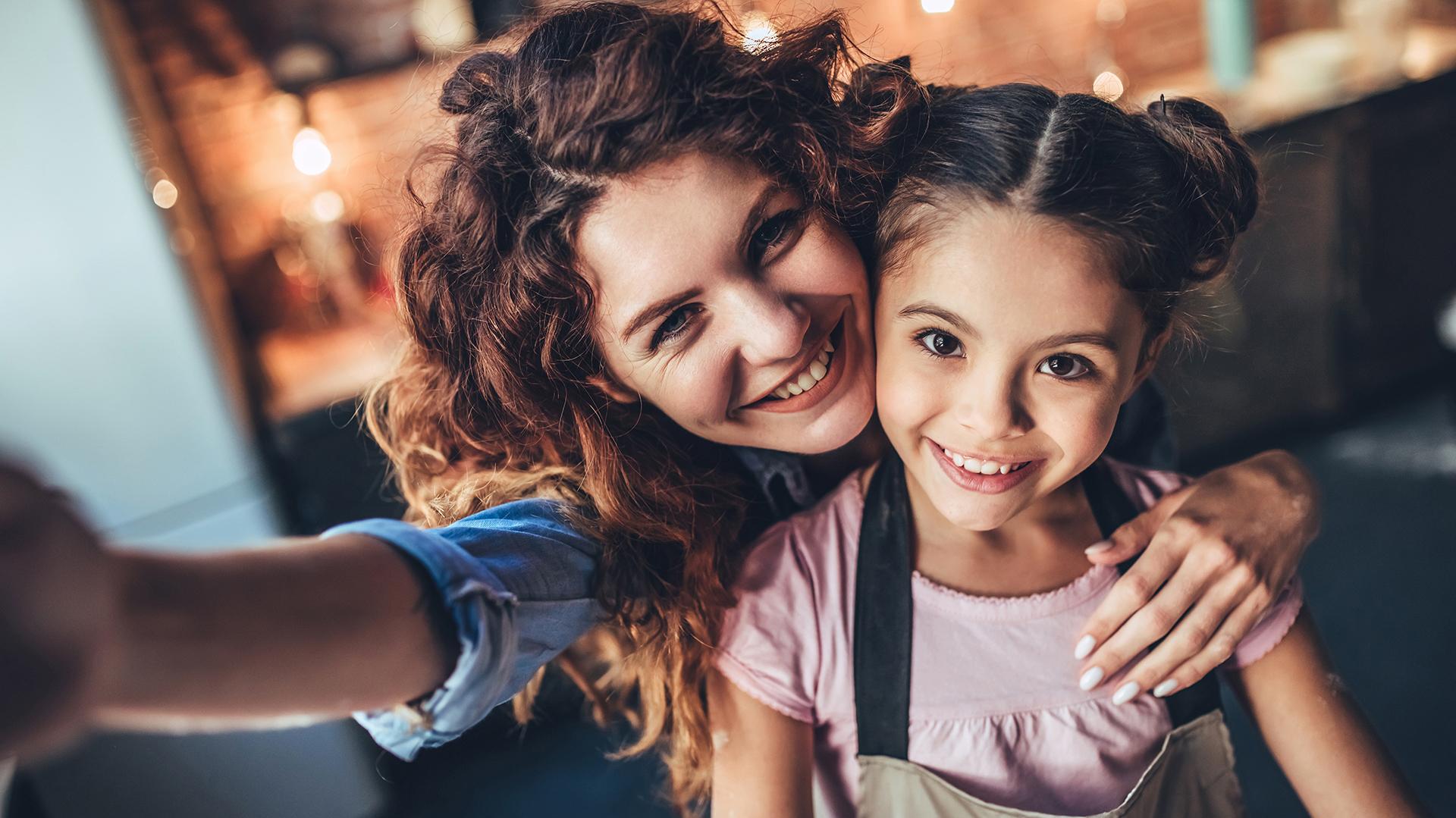 Las redes sociales se volvieron un espacio donde compartir la experiencia de la crianza de los hijos (Getty)