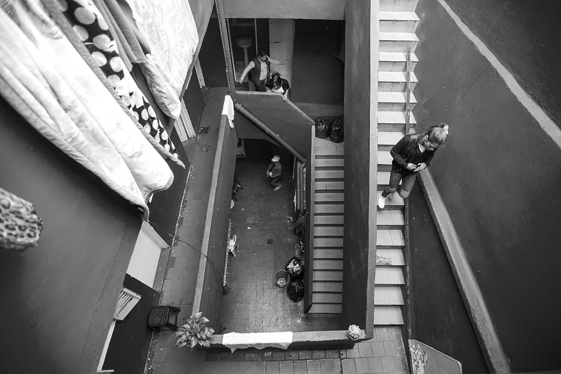 El Gondolín, un edificio que supo ser un hotel y hoy atraviesa un litigio legal mientras sirve de refugio para chicas trans que viven del trabajo sexual