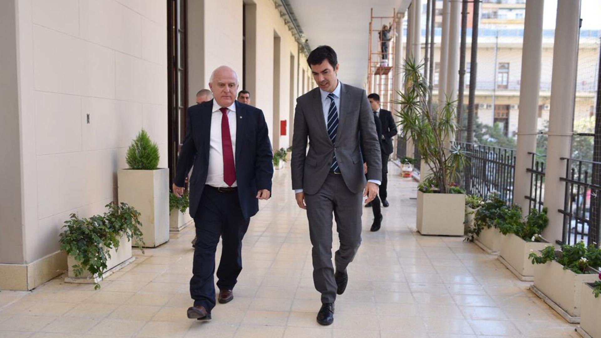 Urtubey junto al gobernador de Santa Fe, Miguel Lifchitz. El salteño cree que el peronismo podría generar una alianza con el socialismo para el 2019