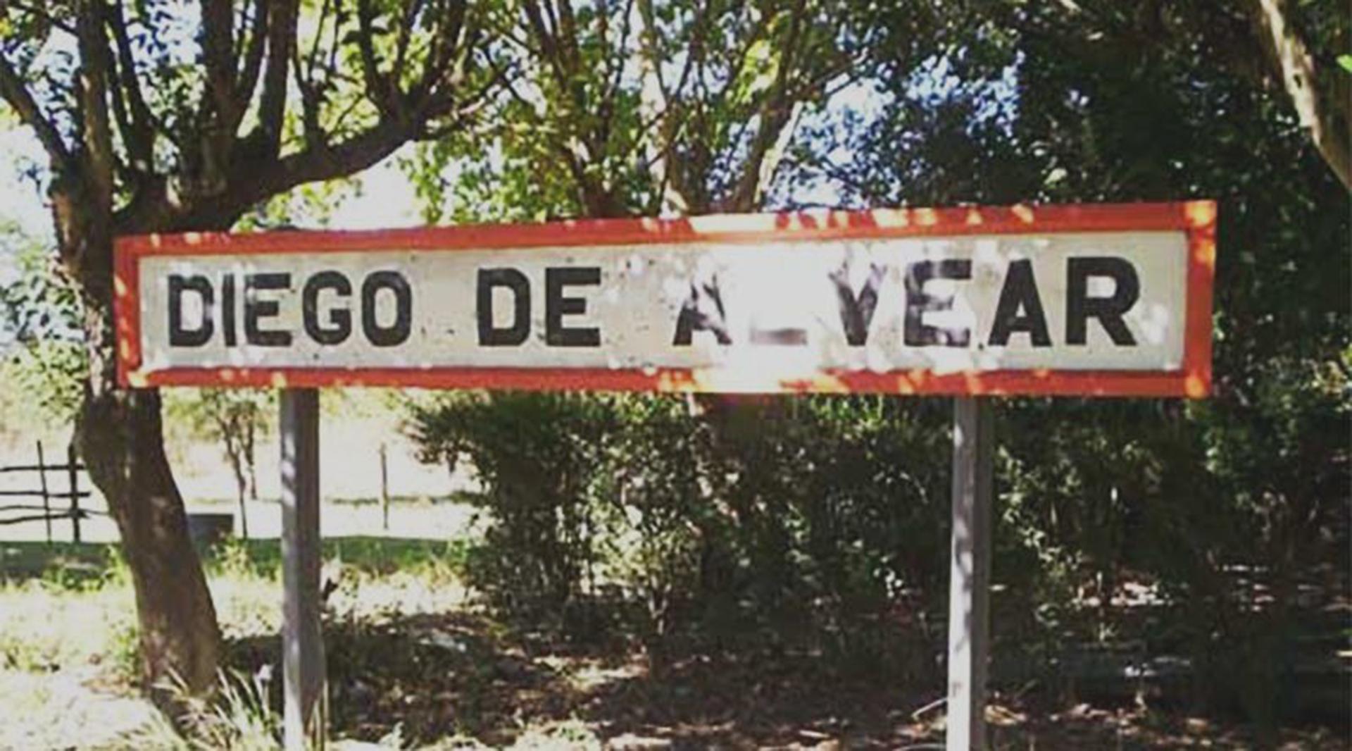 Entrada al pueblo de Diego de Alvear: dos mil habitantes.
