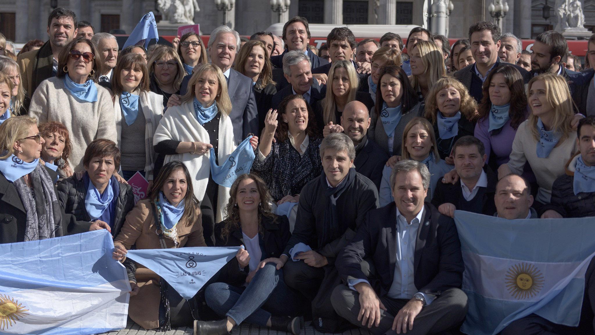 El ministro de Finanzas, Luis Caputo, fue una de las grandes personalidades del PRO presentes en la foto