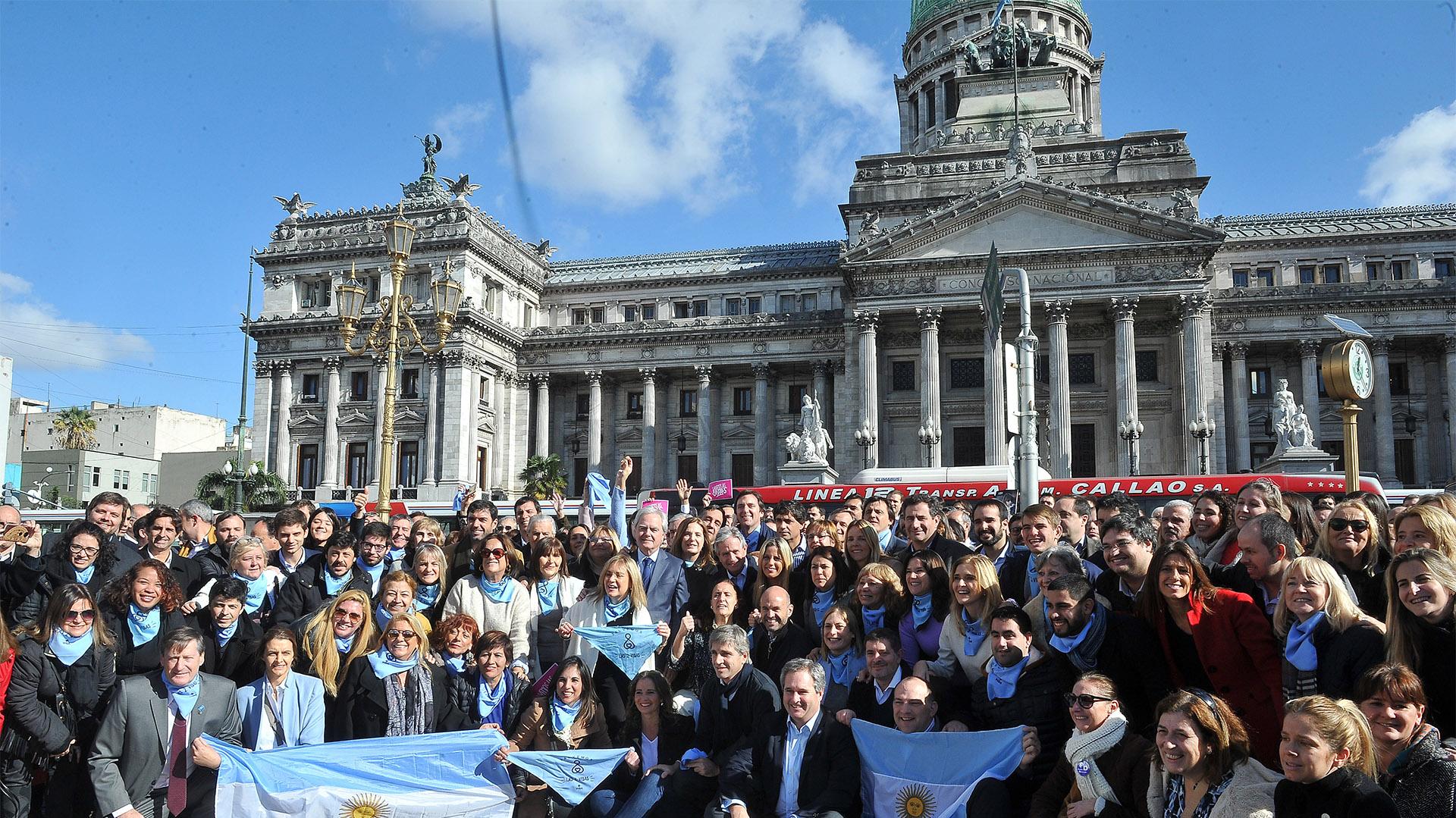 Por el lado de los diputados, dijeron presente Gabriela Burgos, Pablo Torello, Jorge Enríquez, Juan Aicega, Martín Maquieyra, Carmen Polledo y Carlos Roma