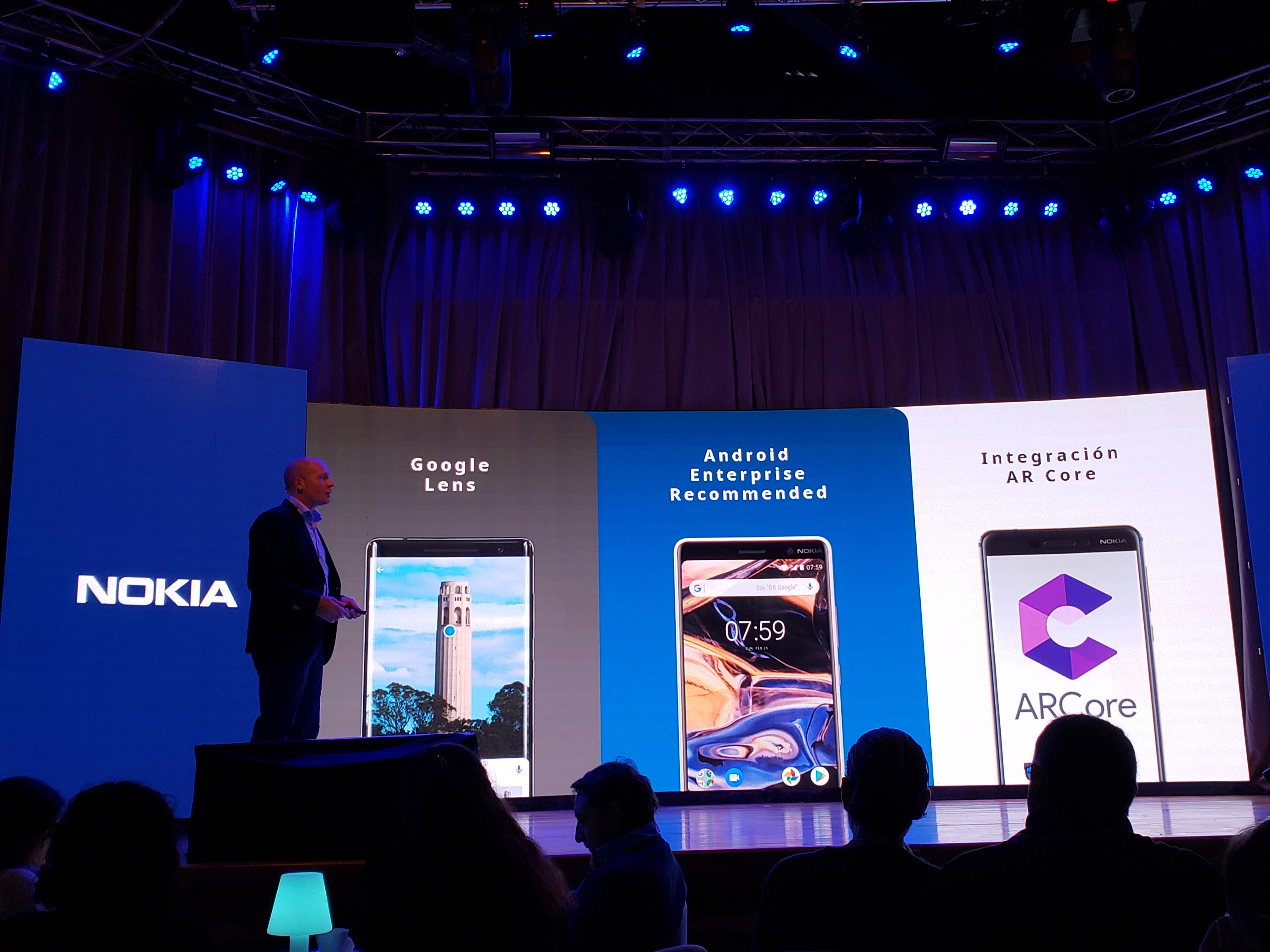 Los teléfonos cuentan con la versión más reciente de Android y recibirán parches con actualizaciones de seguridad cada mes