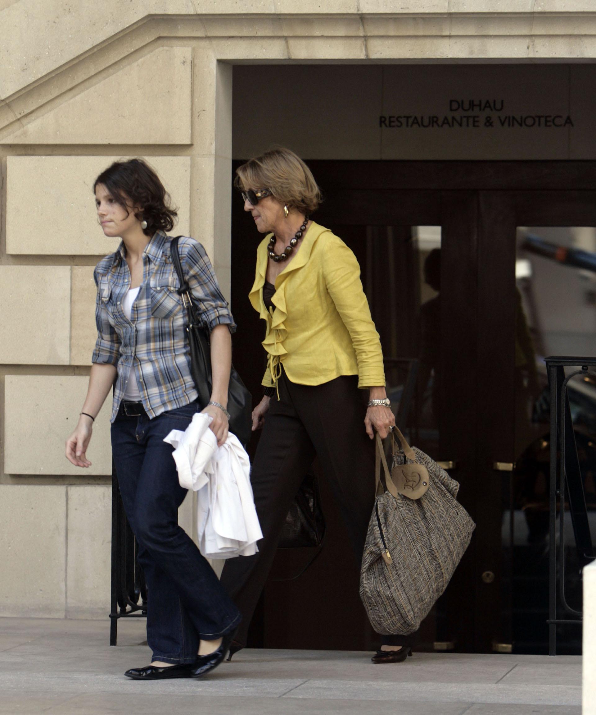 De compras junto a su madre, María del Carmen Cerruti. Ellas tenían una buena relacióny solían salir juntas a almorzar. La jovencita era querida en su círculo social y de trabajo (PikoPress)