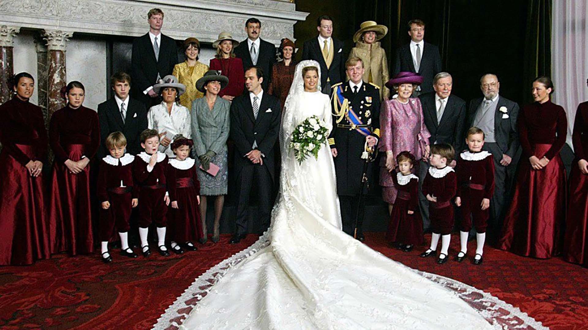 En lafoto oficial, Inés se paró junto a su hermano Juan. Jorge Zorreguieta no pudo asistir a la boda de su hija por haber ocupado el cargo de secretario de Agricultura y Ganadería durante la dictadura militar (AFP)