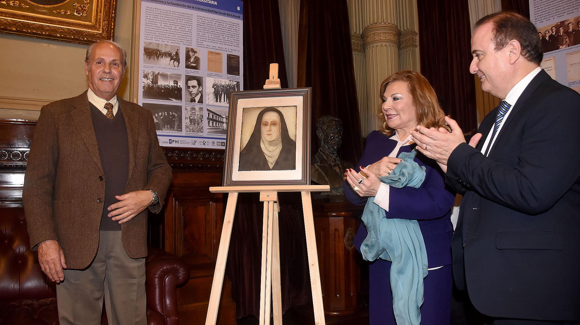 El artista Félix Bunge-vitralista- realizó una obra específica con el rostro de Mama Antula que fue presentado de manera oficial