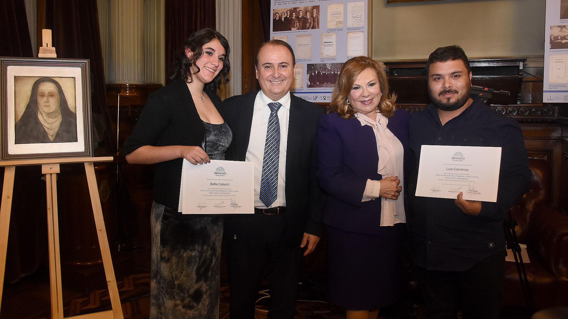 """Los artistas Sofía Carrucci y Luis Carranza, autor y compositor del himno a """"Mama Antula"""""""