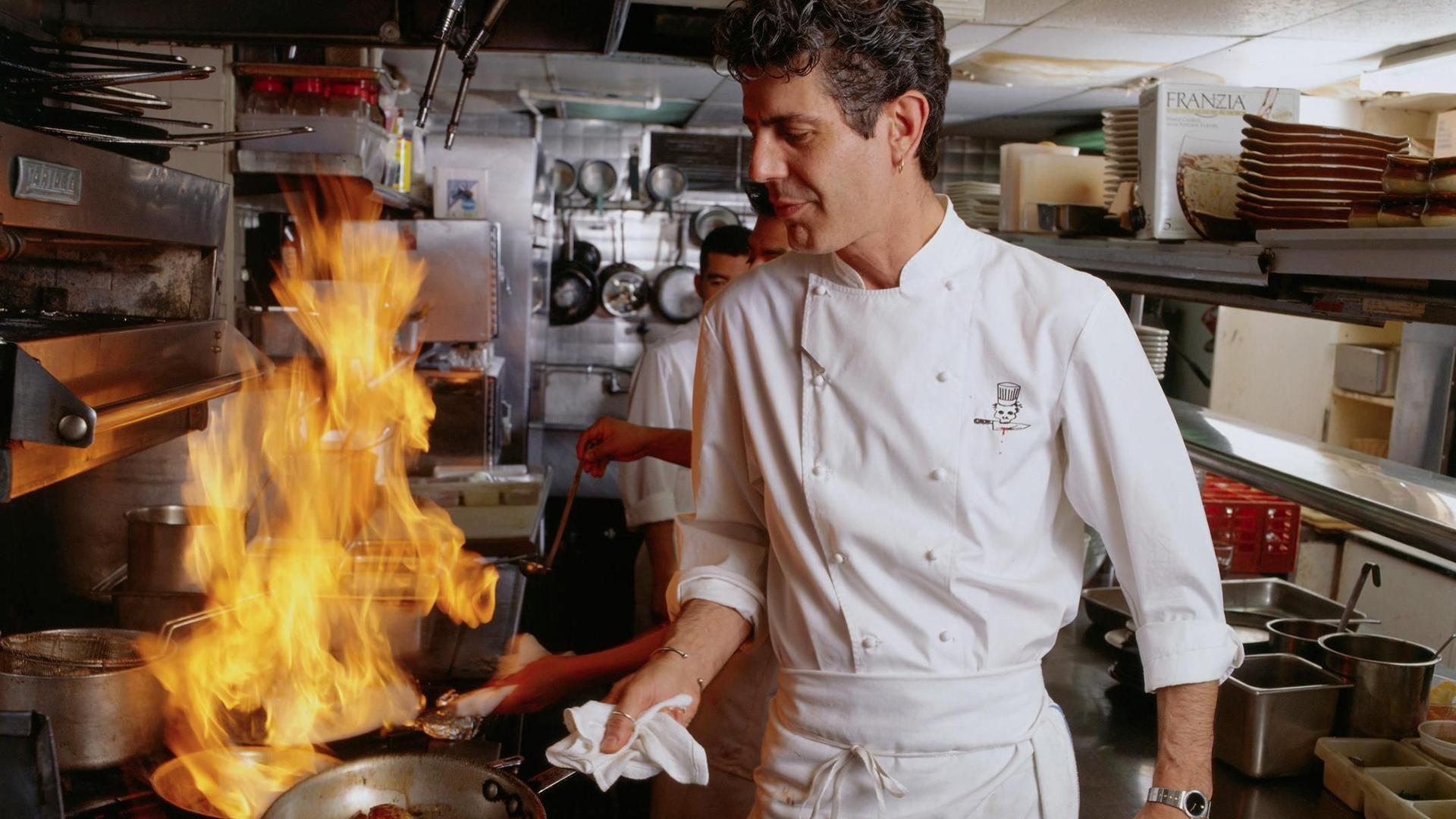 Con un carácter en la cocina irreverente, innovador y divertido, el chef desde el 2005 a través de diversos programas televisivos se metió en la casa de mucha gente, que lo eligieron como favorito