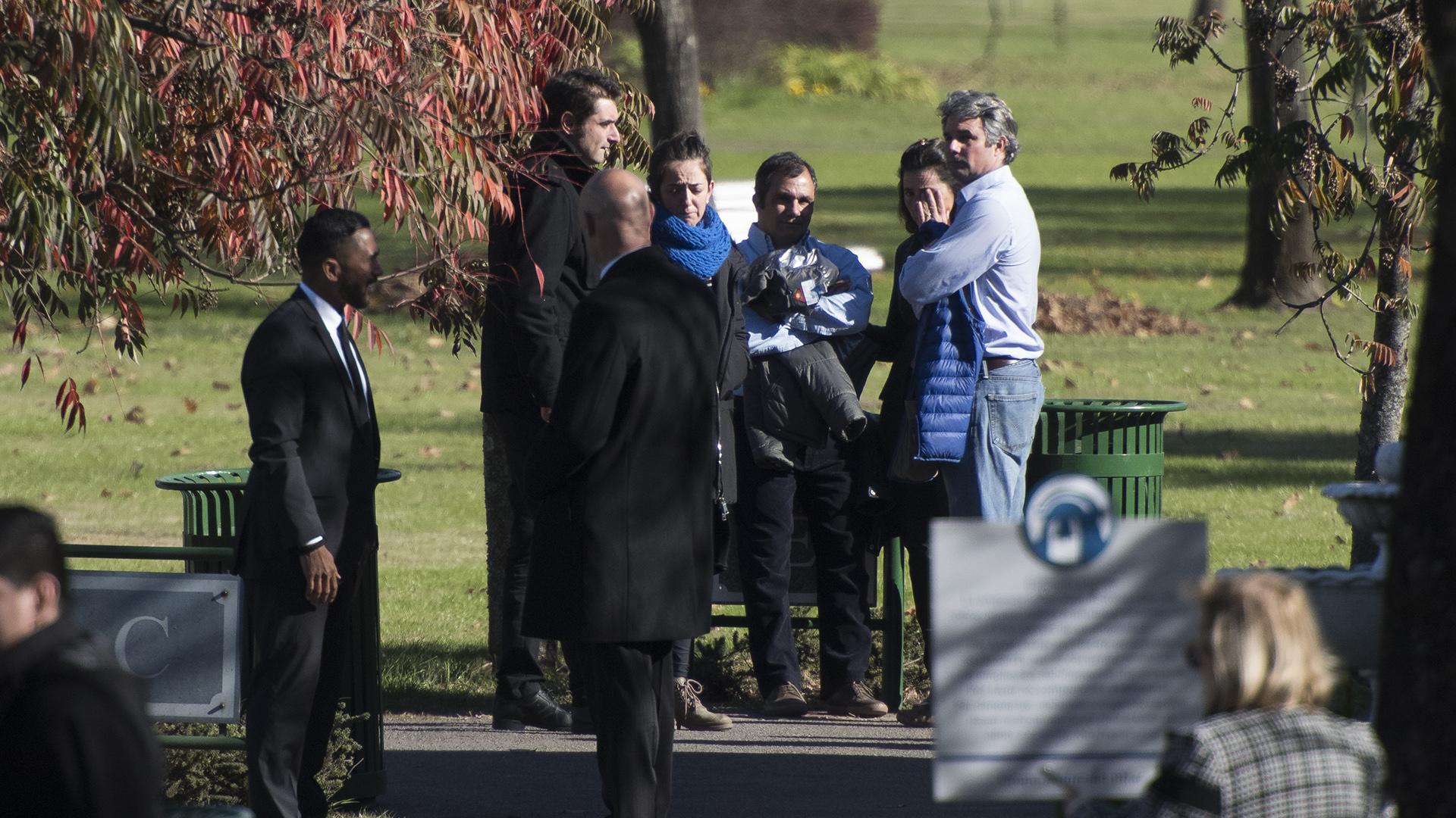 La Embajada de los Países Bajos pidió especial colaboración a los medios para que no bloquearan la entrada de los autos al cementerio
