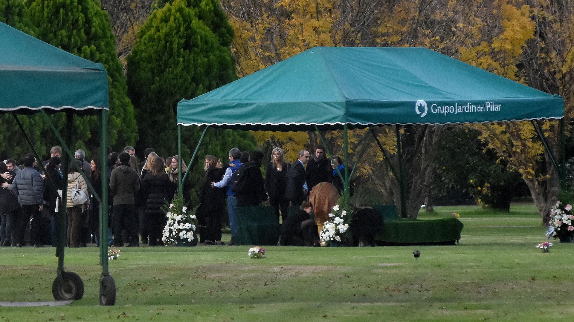 La ceremonia tuvo lugar en el cementerio Memorial del Pilar, donde el 10 de agosto de 2017 Máxima enterró a su padre Jorge Zorreguieta, quien murió a los 89 años luego de padecer un linfoma no-Hodgkin