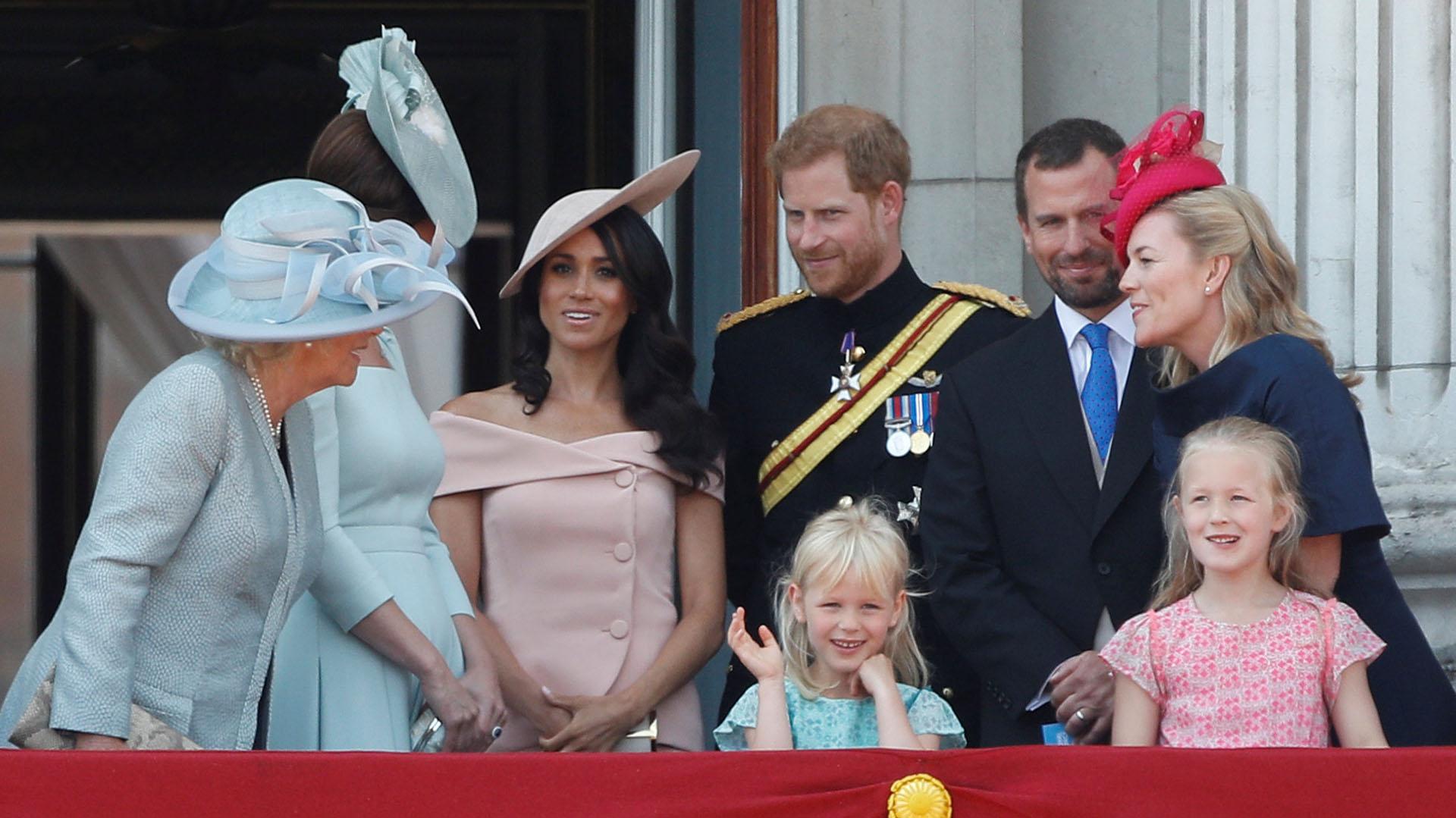 Meghan Markle eligió un diseño de Carolina Herrera para su presencia en el desfile en honor a la reina Isabel