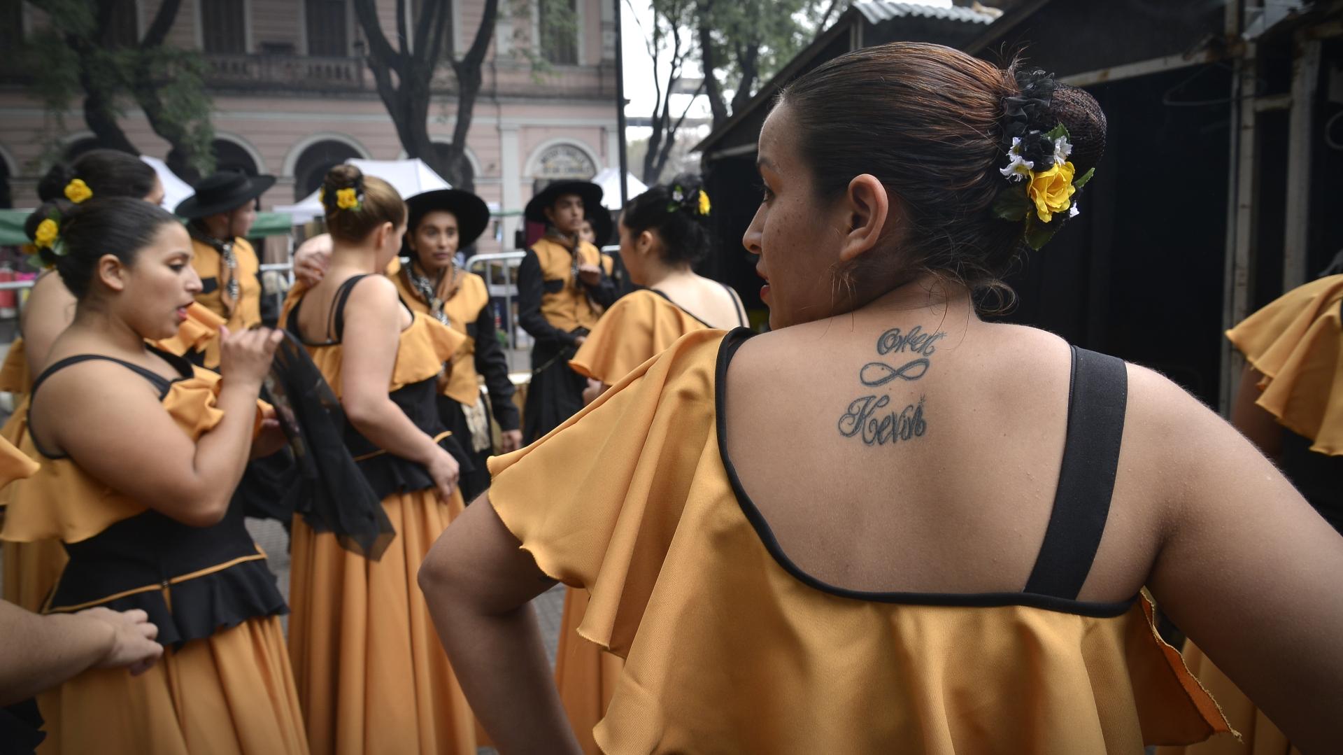 Un grupo de bailarinas antes de salir al escenario