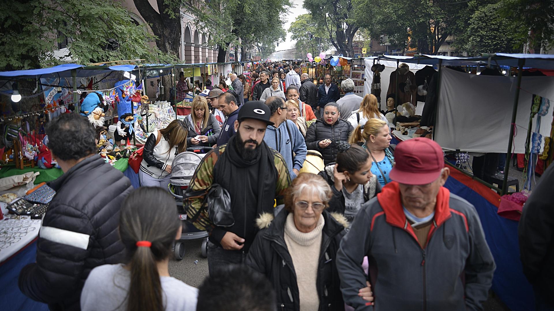 Miles de visitantes recorrieron la feria y los stands montados en la calle