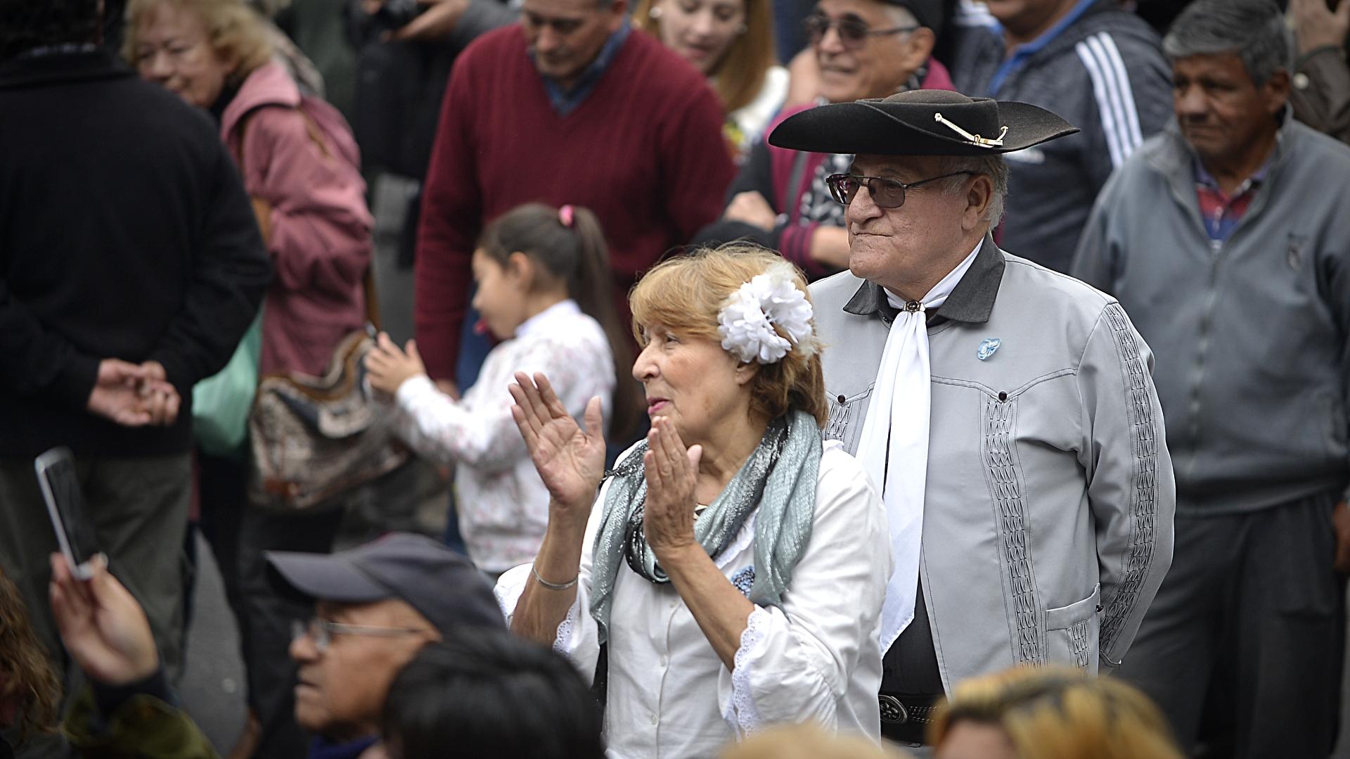 Familias y parejas de todas las edades estuvieron presentes en el festejo