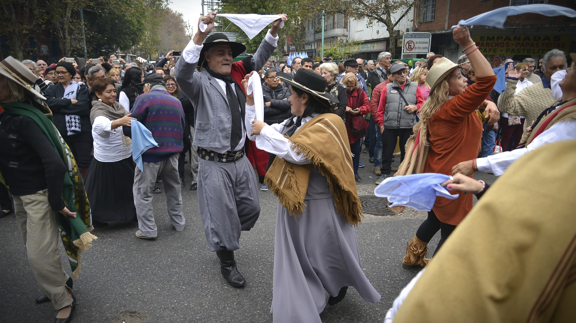 Uninstantedel baile que hubo en plena calle