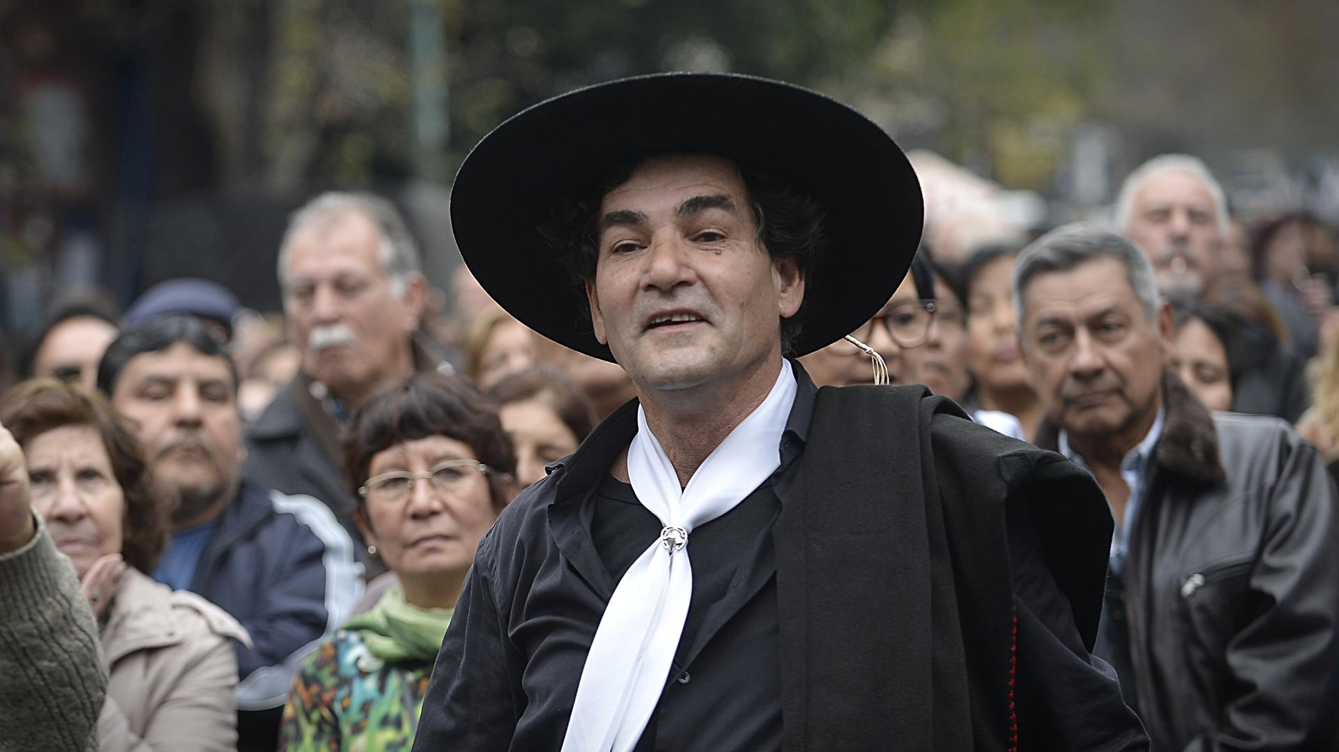 Hombres y mujeres fueron vestidoscon trajes tradicionales