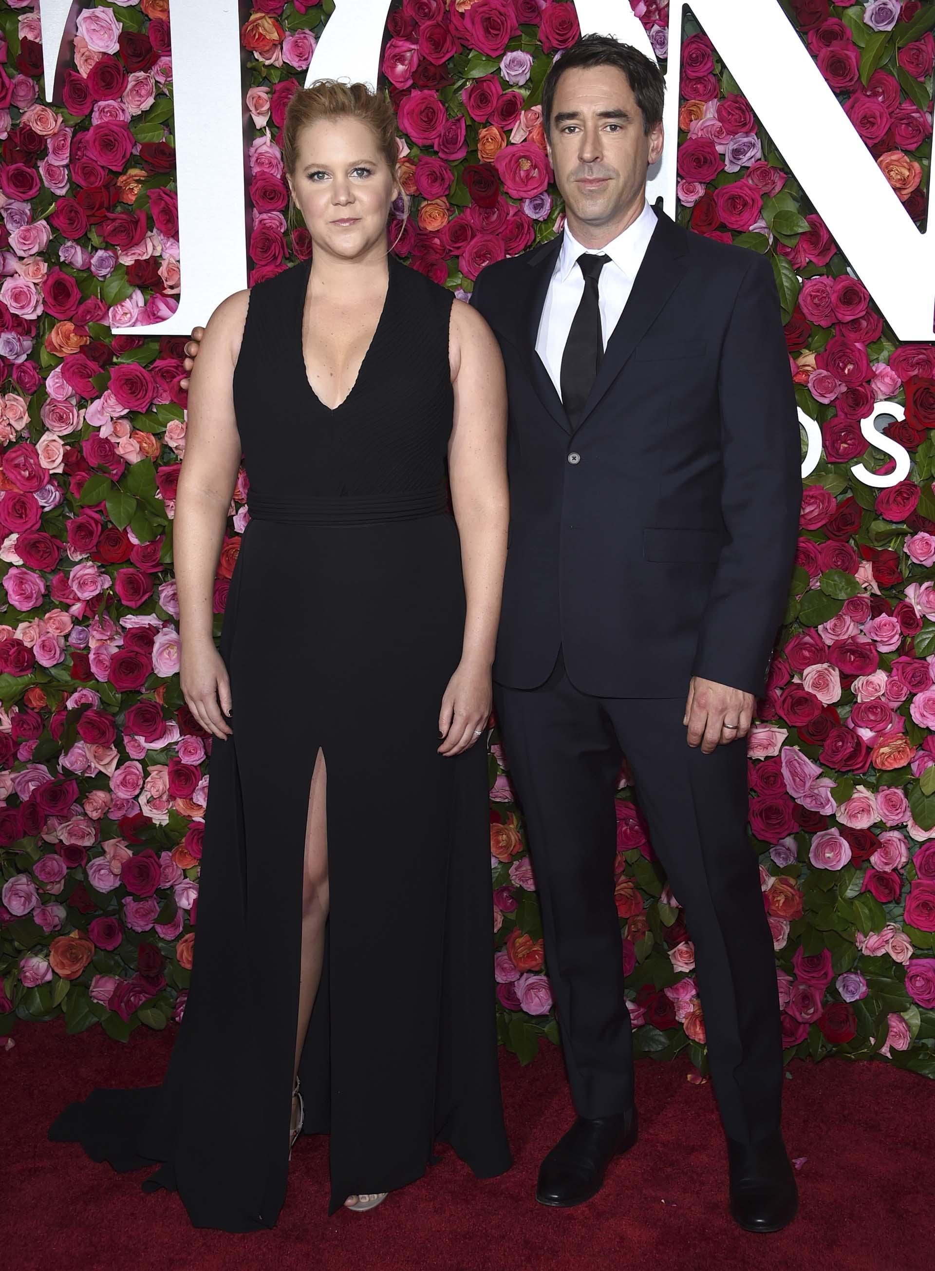 Amy Schumer y Chris Fischer (Evan Agostini/Invision/AP)
