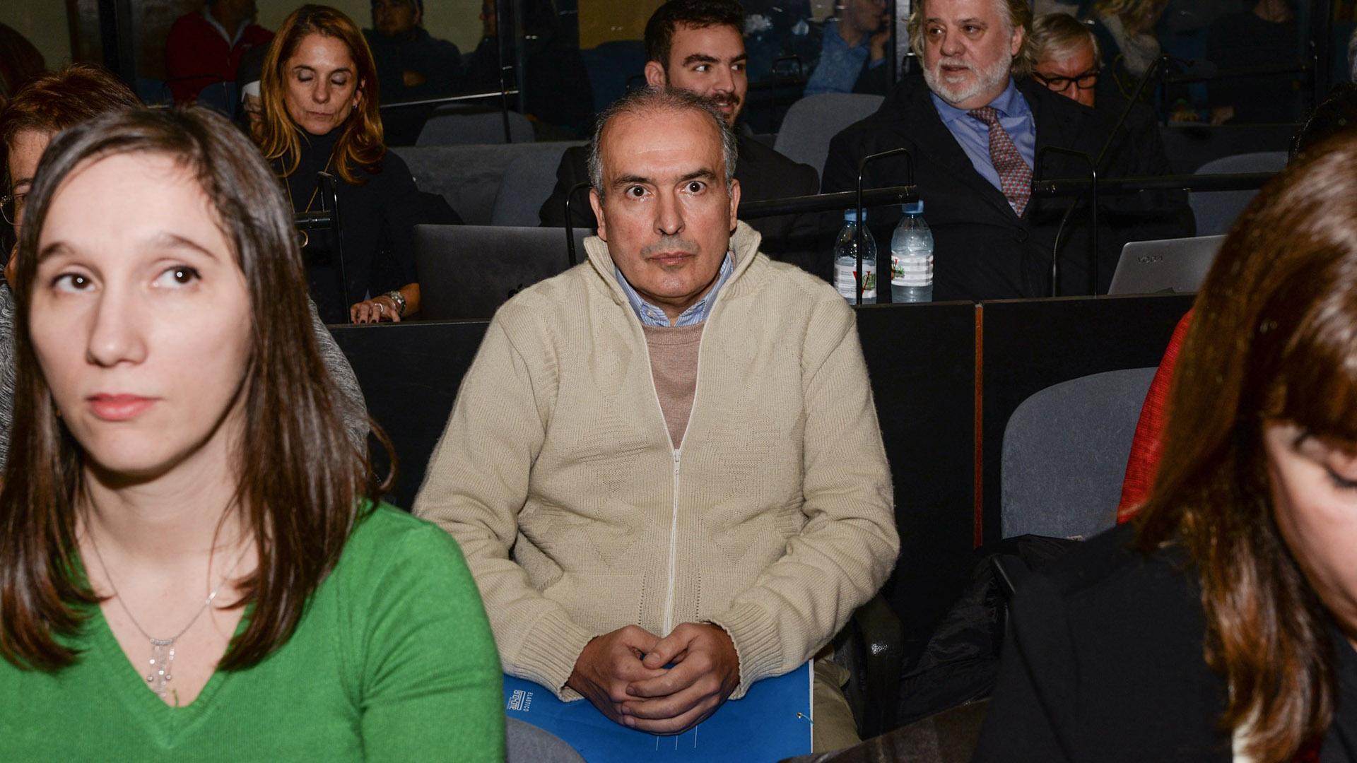 José López fue detenido revoleando bolsos con 9 millones en un convento