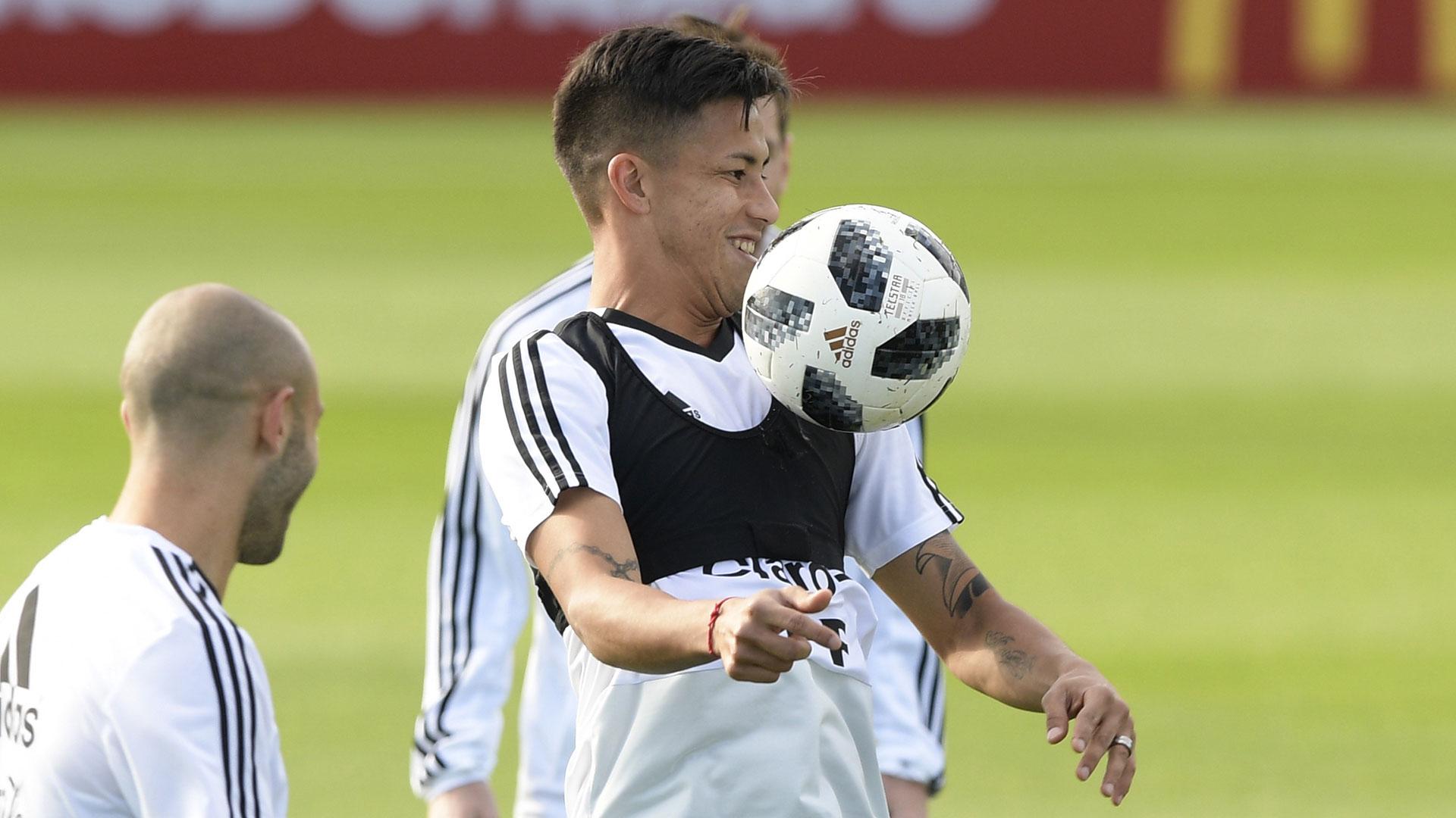 Meza se perfila para ser titular en el debut frente a Islandia, por el Grupo D