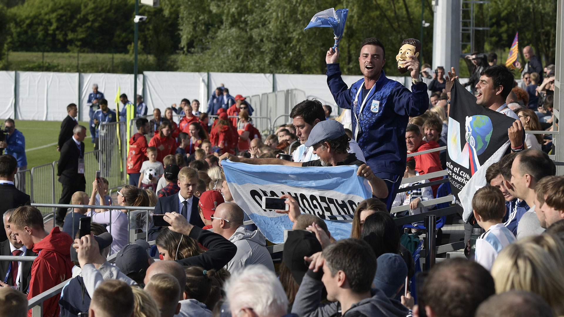 La tribuna de la cancha principal del Bronnitsy Training Centre, casi una popular del fútbol argentino