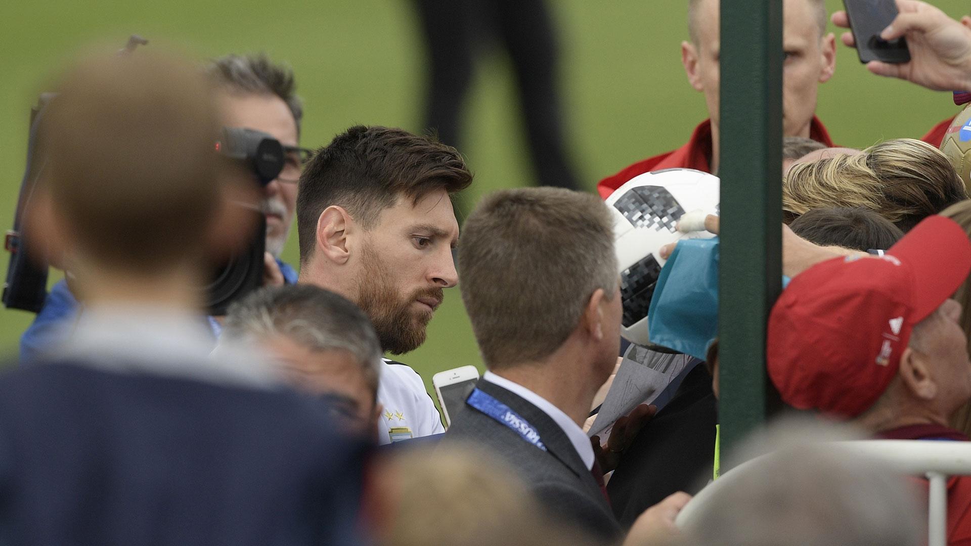 Messi, el más buscado por los cazadores de autógrafos