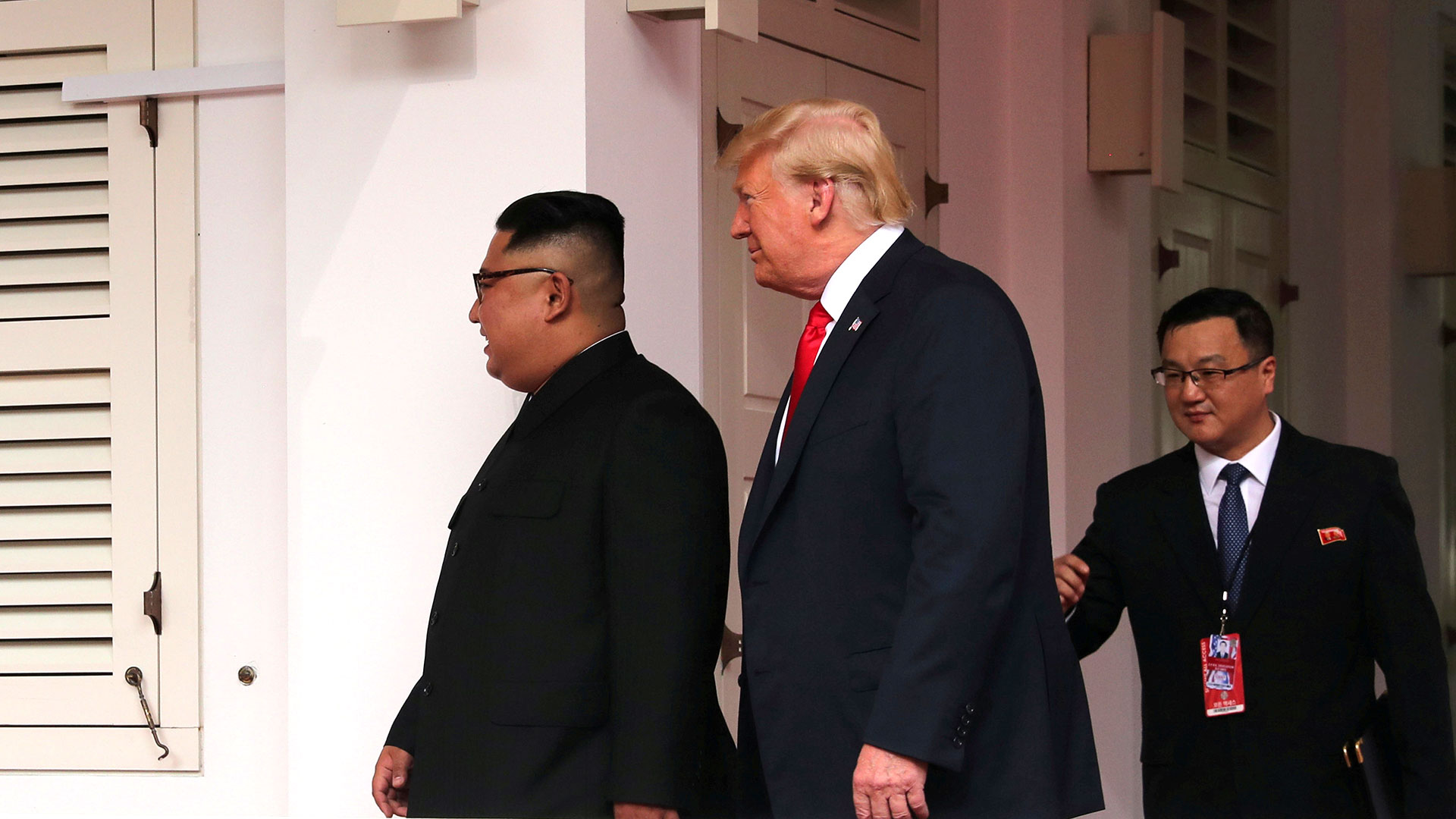 Un intérprete acompañó a los dos líderes. (Reuters)