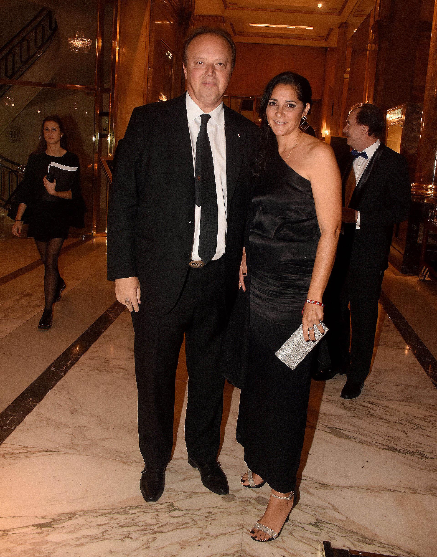El presidente del Banco de Valores, Juan Ignacio Nápoli, y su mujer María Laura