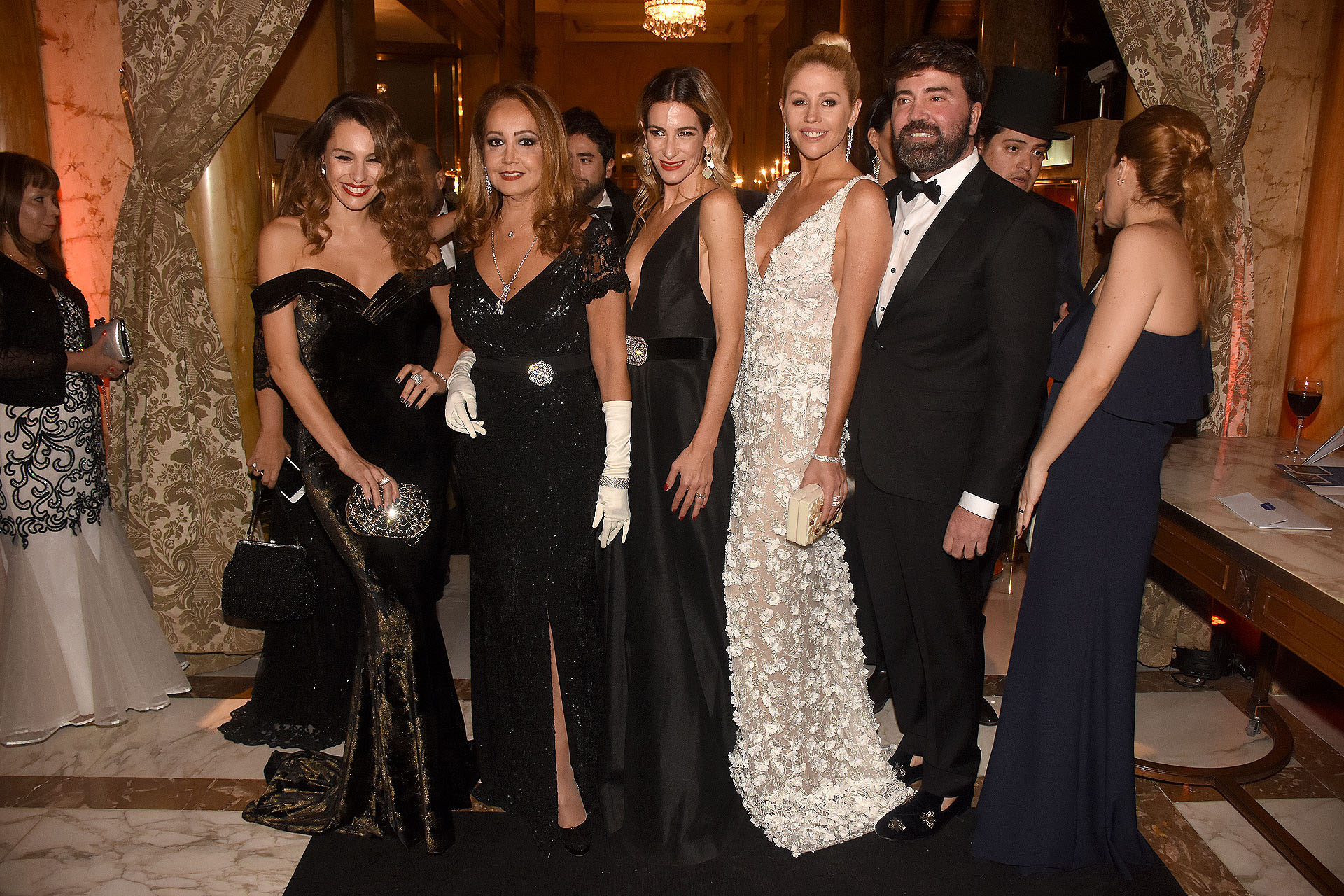 "Carolina ""Pampita"" Ardohain, Mónica Parisier, Puli Demaría, Barbie Simmons y Javier Saiach"