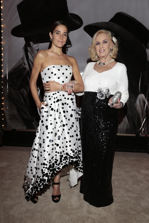 Vestidas tal como lo indicaba el dress code, ambas se lucieron vestidas en blanco y negro, y acapararon todas las miradas en la gala temática inspirada en la película Casablanca