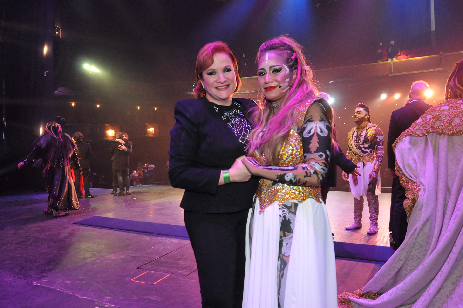 Karina La Princesita y Lucía Galán. La cantante estuvo muy emocionada en su debut teatral