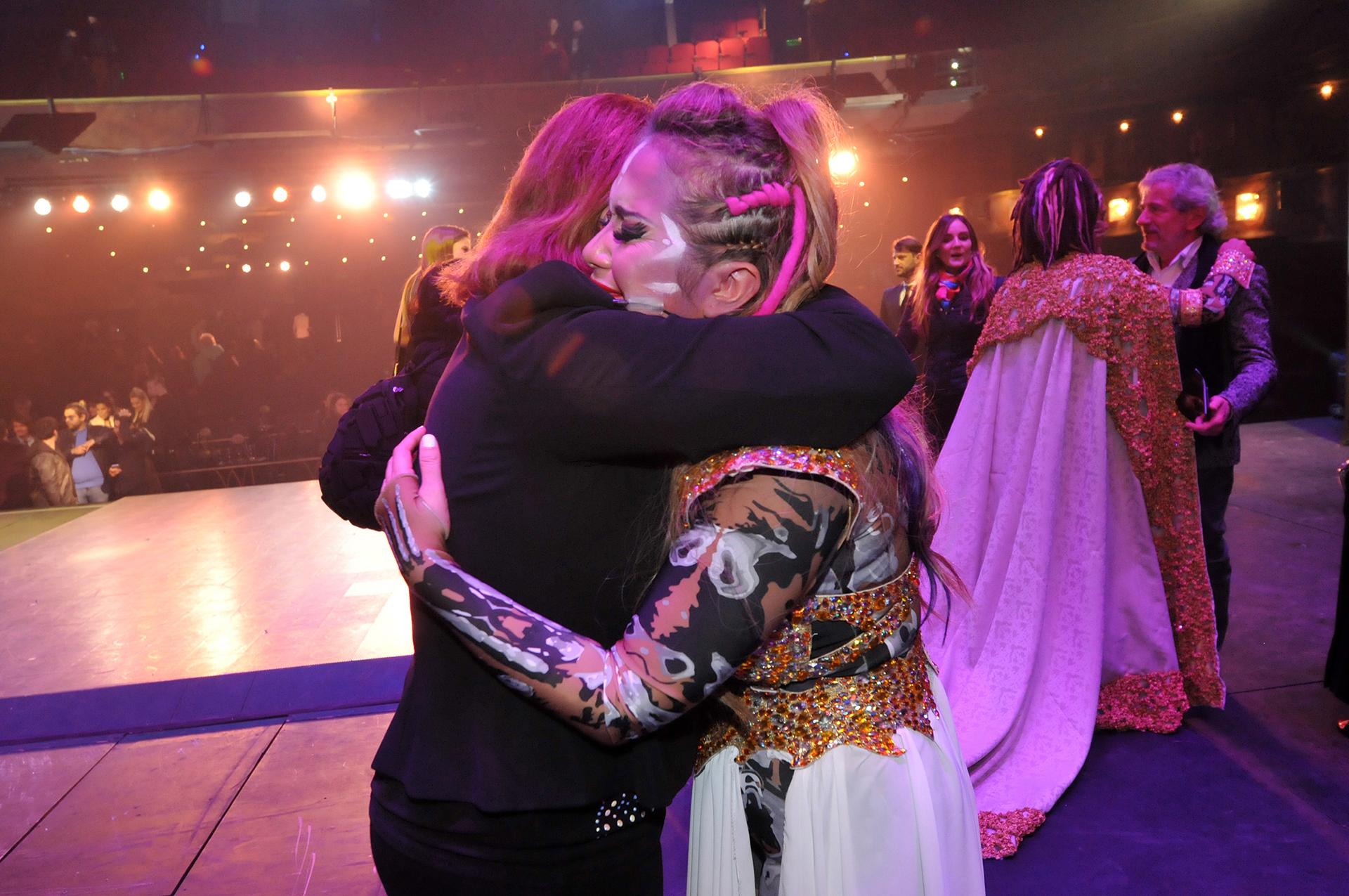 El abrazo entre Karina La Princesita y Lucía Galán