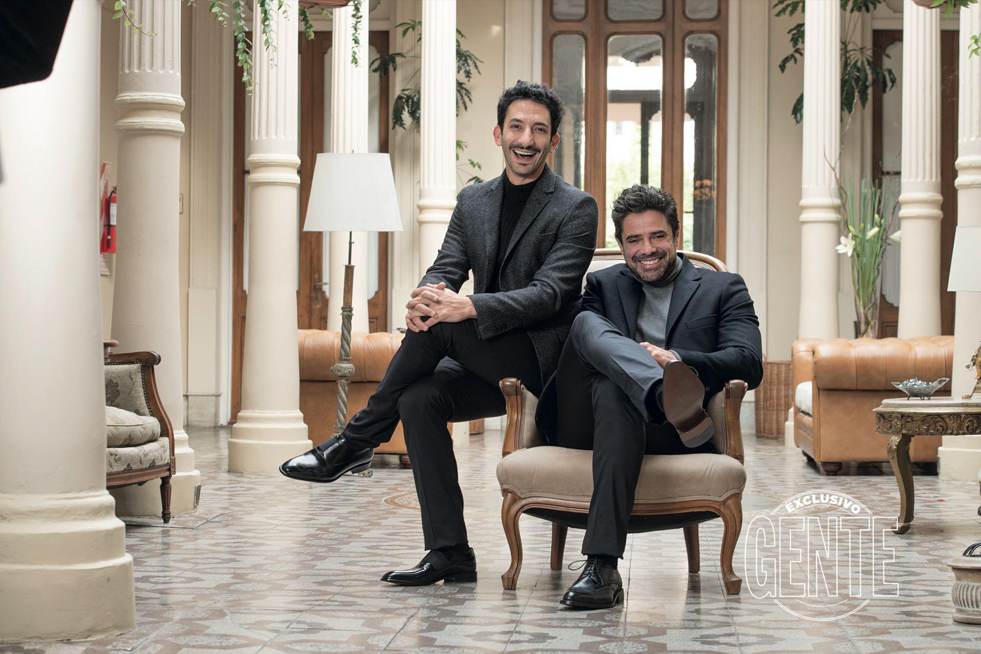 Juan Minujín y Luciano Castro se muestran compinches. (Foto: Fabián Uset/GENTE)