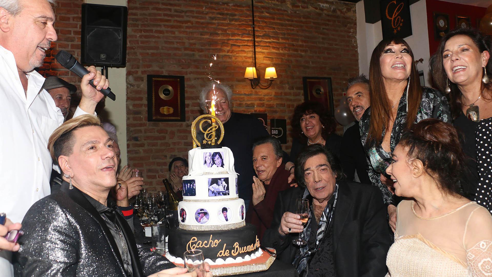 El cantante celebró su cumpleaños 76 años en el Café la Humedad rodeado de sus amigos y colegas (Verónica Guerman / Teleshow)