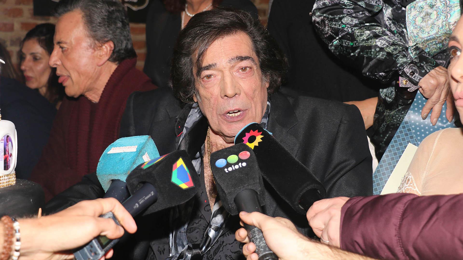 Cacho habló con la prensa durante el festejo