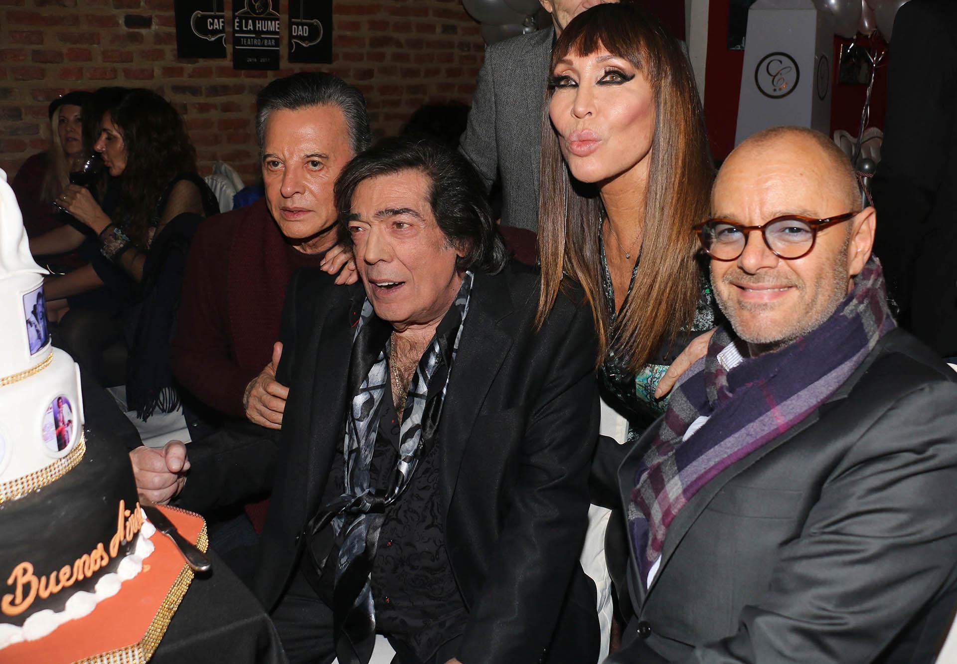 Cacho Castaña, Palito Ortega, Moria Casán y el doctor Rubén Mühlberger