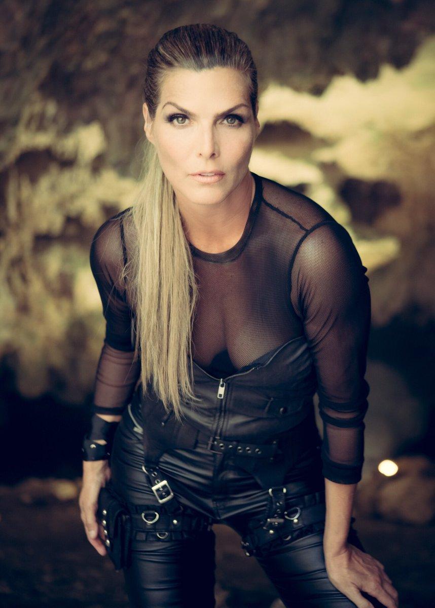 Montserrat Oliver es una de las presentadoras más famosas de México.