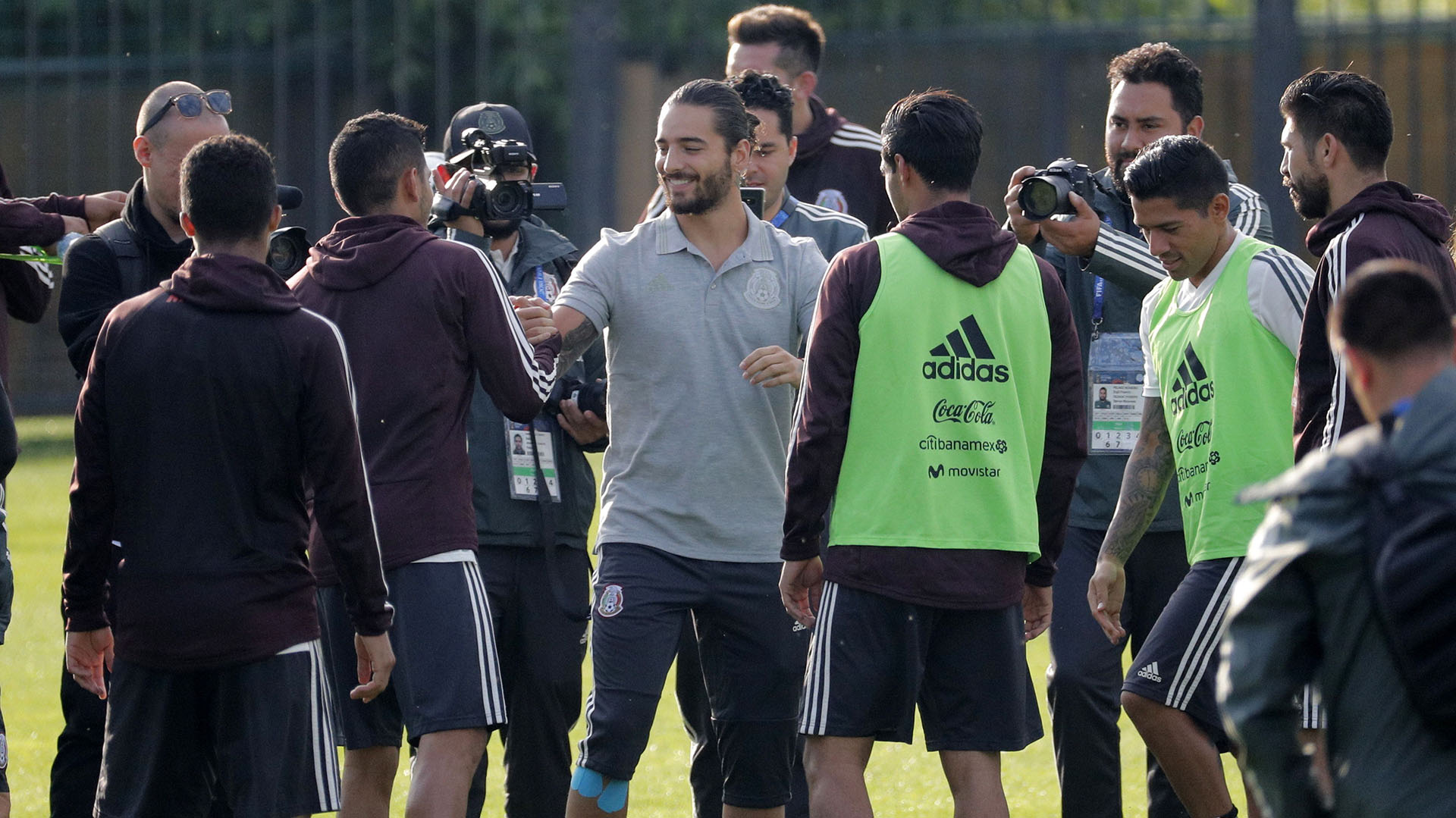 Maluma en el entrenamiento de la selección mexicana (EFE)
