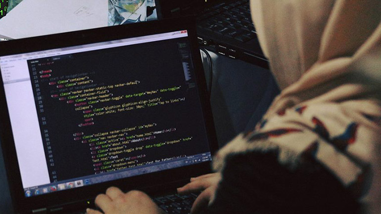 En Afganistán, solo el 16 por ciento de las mujeres trabaja. (Code to Inspire)