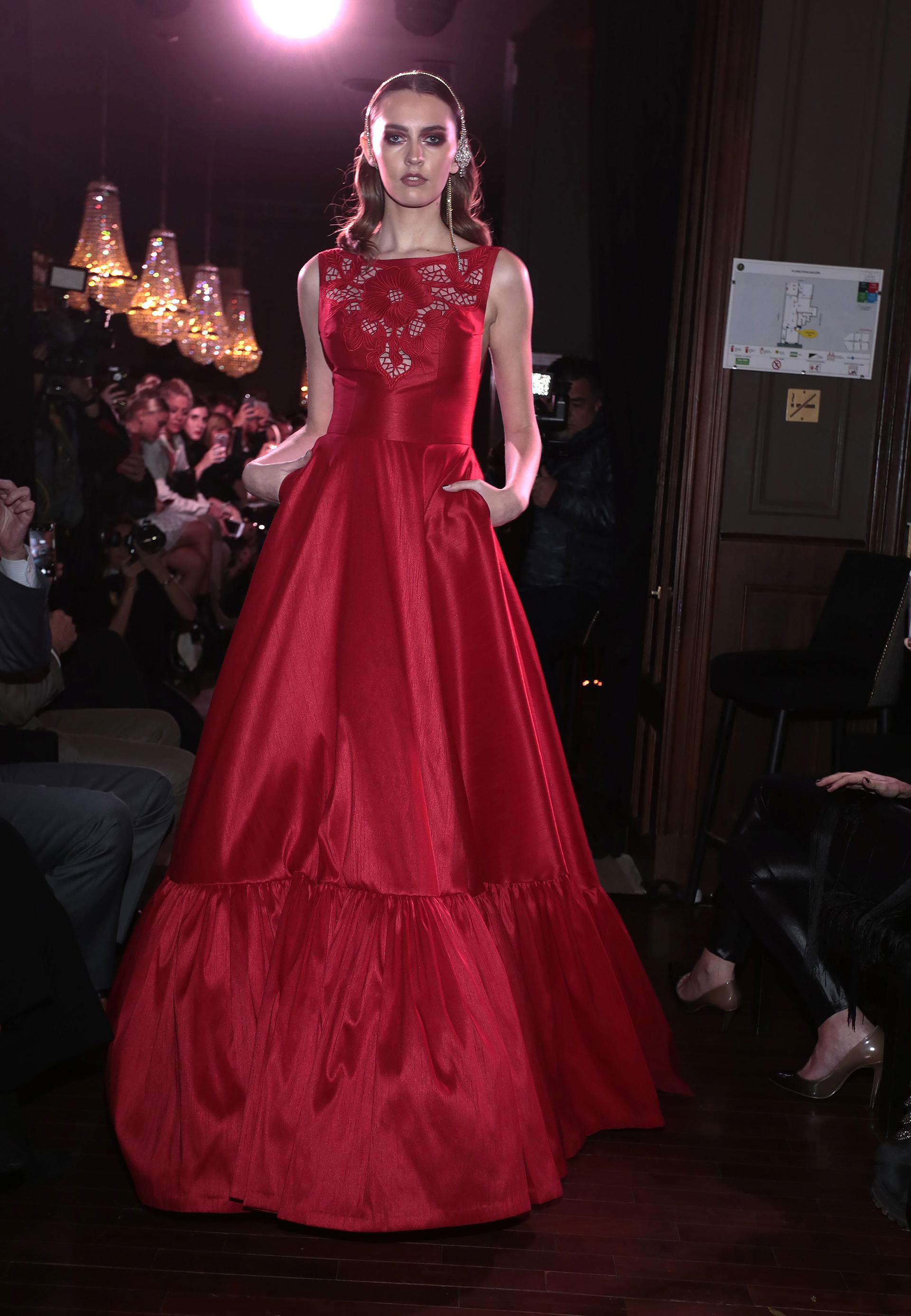 Javier Saiach eligió el rojo como el color emblemático de su colección cápsula, en diseños atractivos y fascinantes