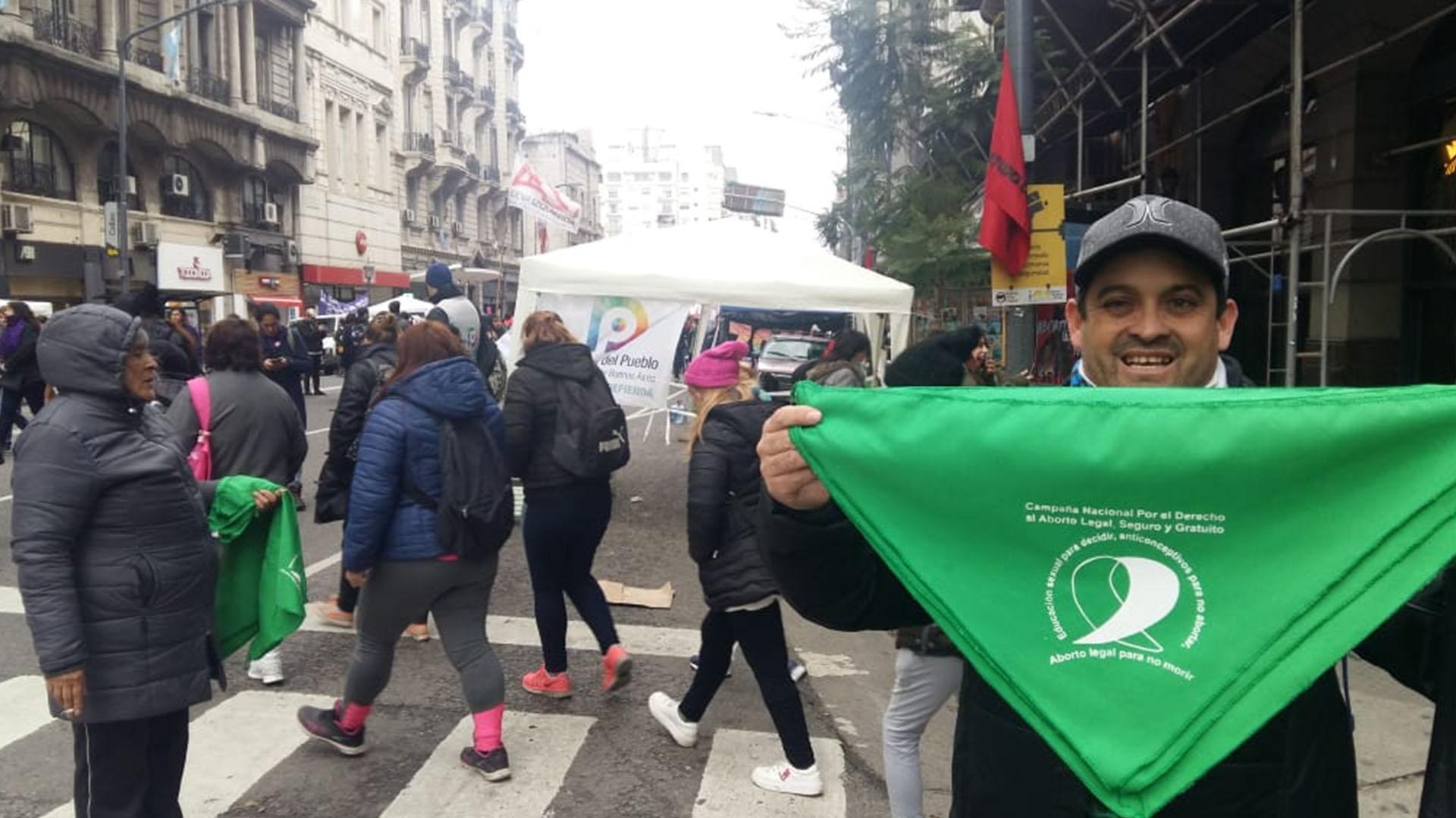 Iván, el vendedor ambulante que también está a favor de la despenalización