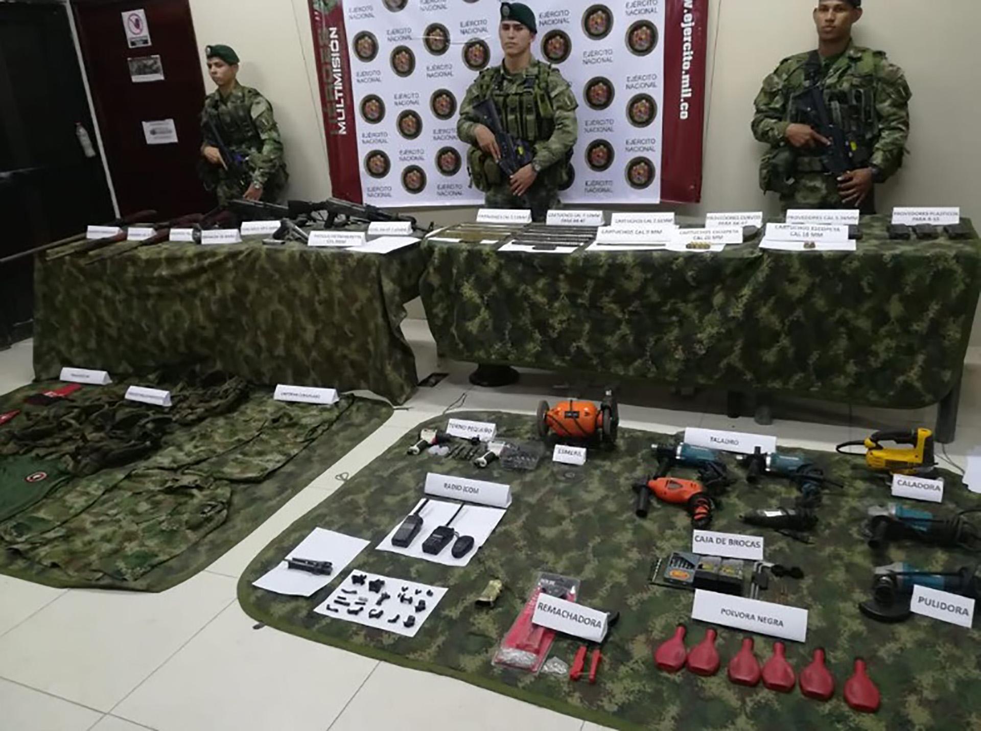 Elementos encontrados en el taller de fabricación de explosivos del ELN.