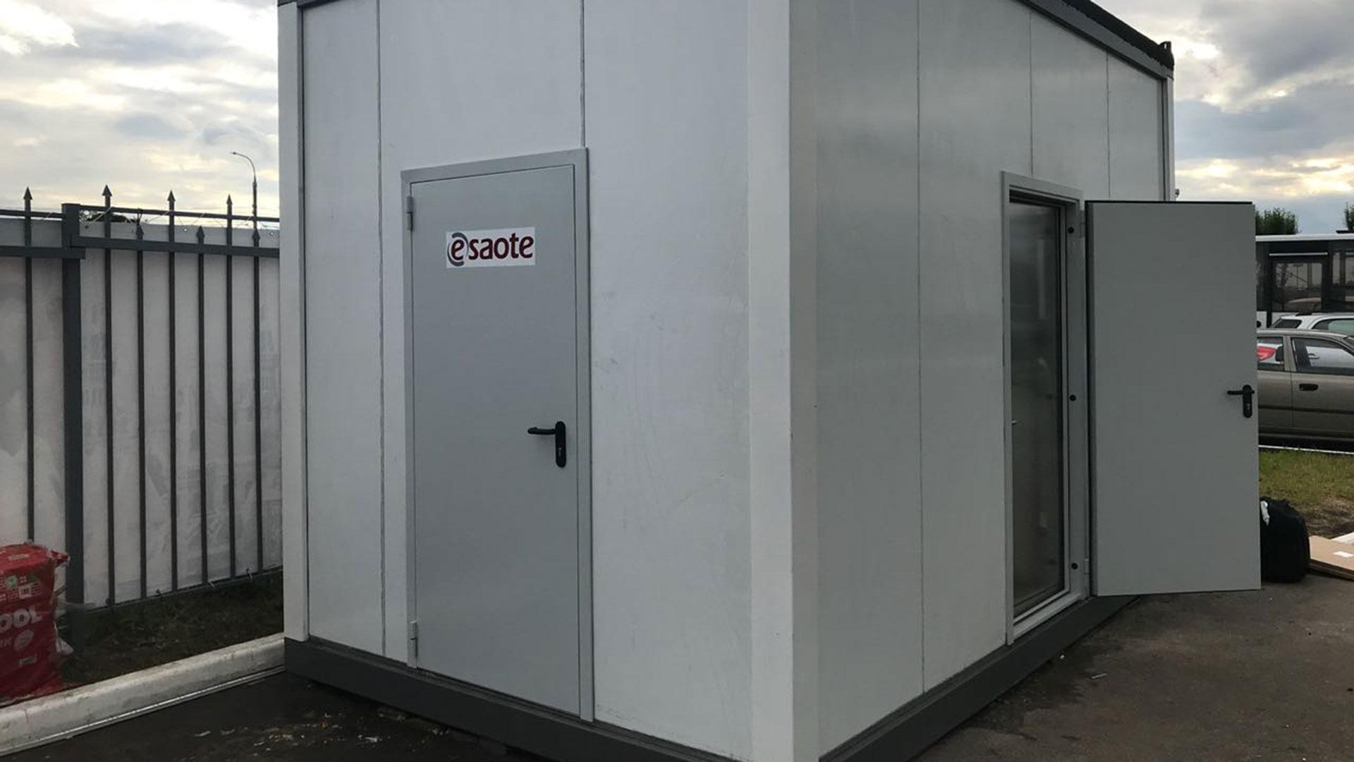 """El """"consultorio móvil"""" de diagnóstico por imágenes, equipado con un resonador Esaote y tres ecógrafos pórtatiles Sonosite"""