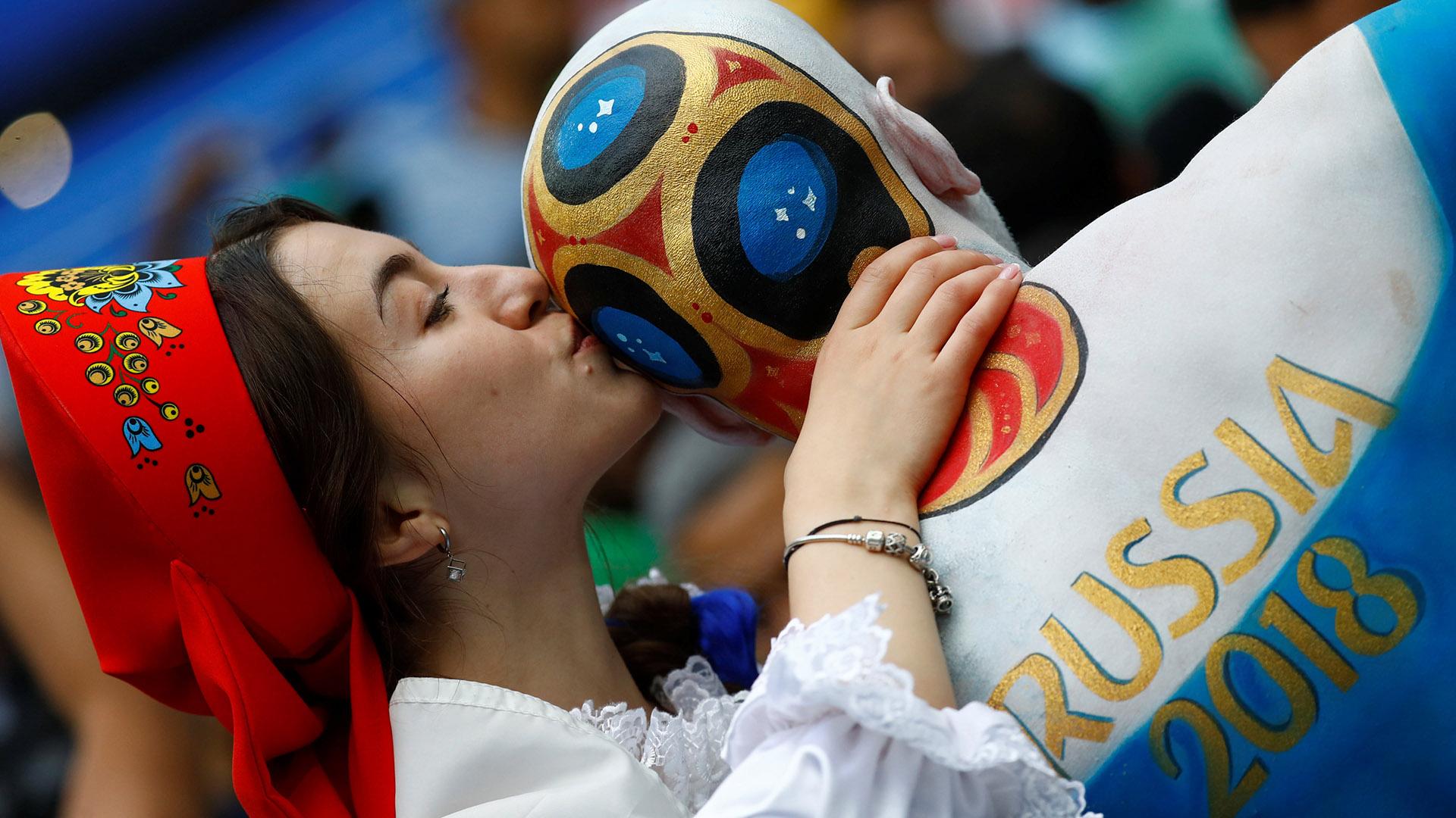 Comenzó el Mundial de Rusia 2018 en un estadio colmado por hinchas locales (REUTERS/Kai Pfaffenbach)