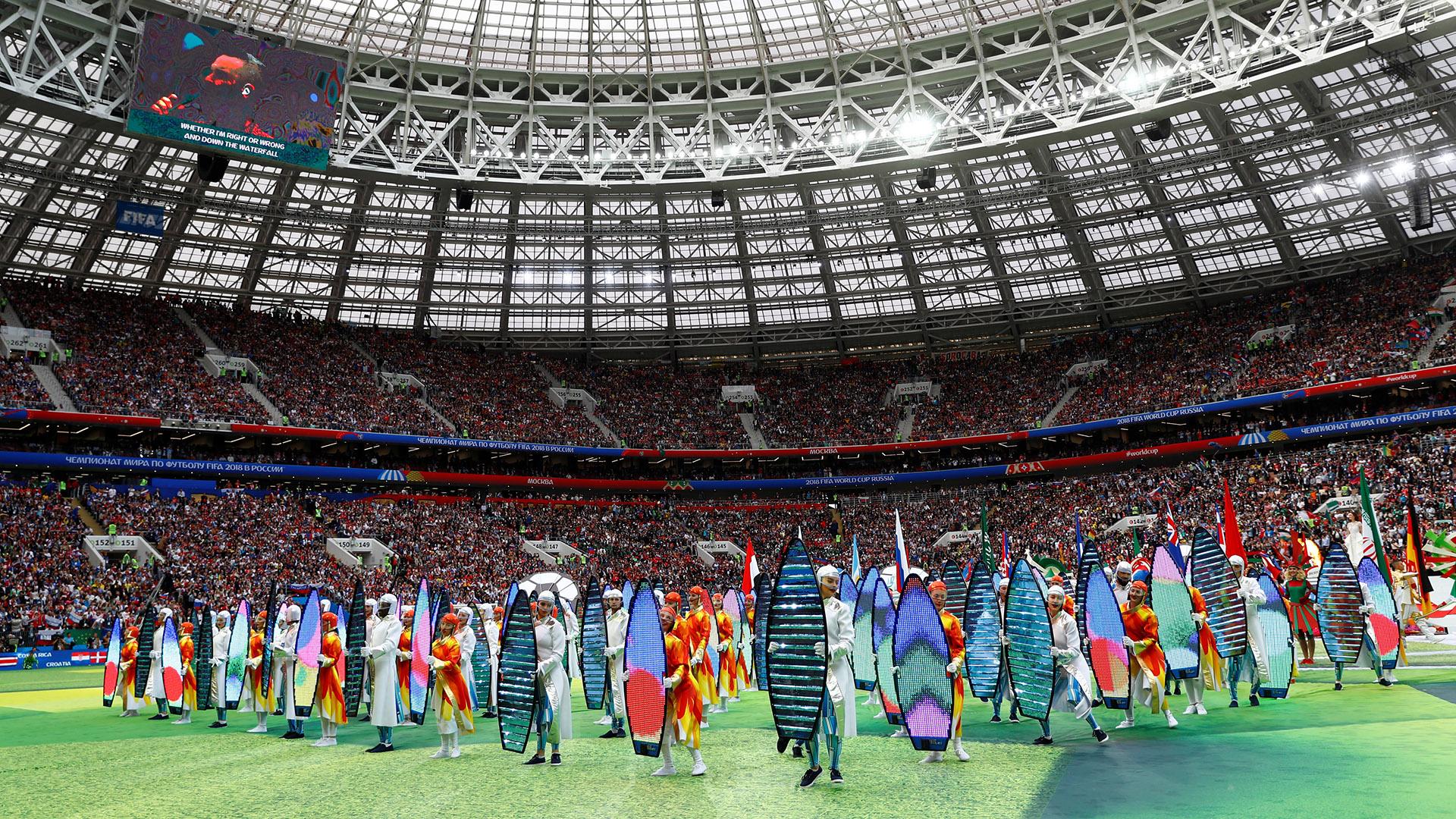 Durante el show de inauguración hubo referencias a todos los países participantes del Mundial. La ceremonia fue corta, sencilla y discreta, entregada al hipnotismo del artistra británico Robbie Williams (REUTERS/Kai Pfaffenbach)